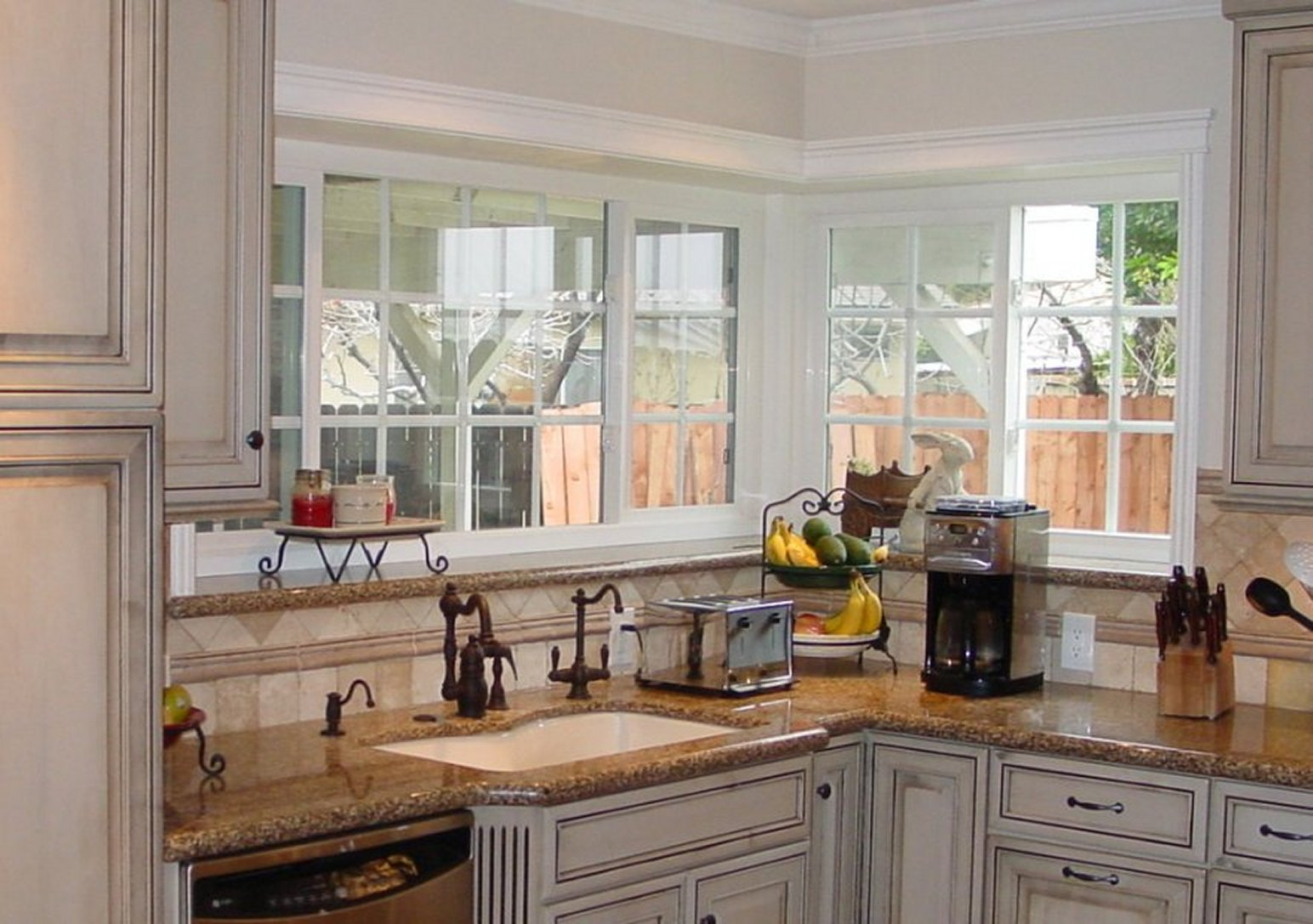 Green house windows for kitchen for fresh and natural for Kitchen kitchen