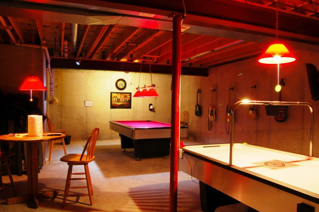 A game room for adult that will make your leisure time Basement game room ideas