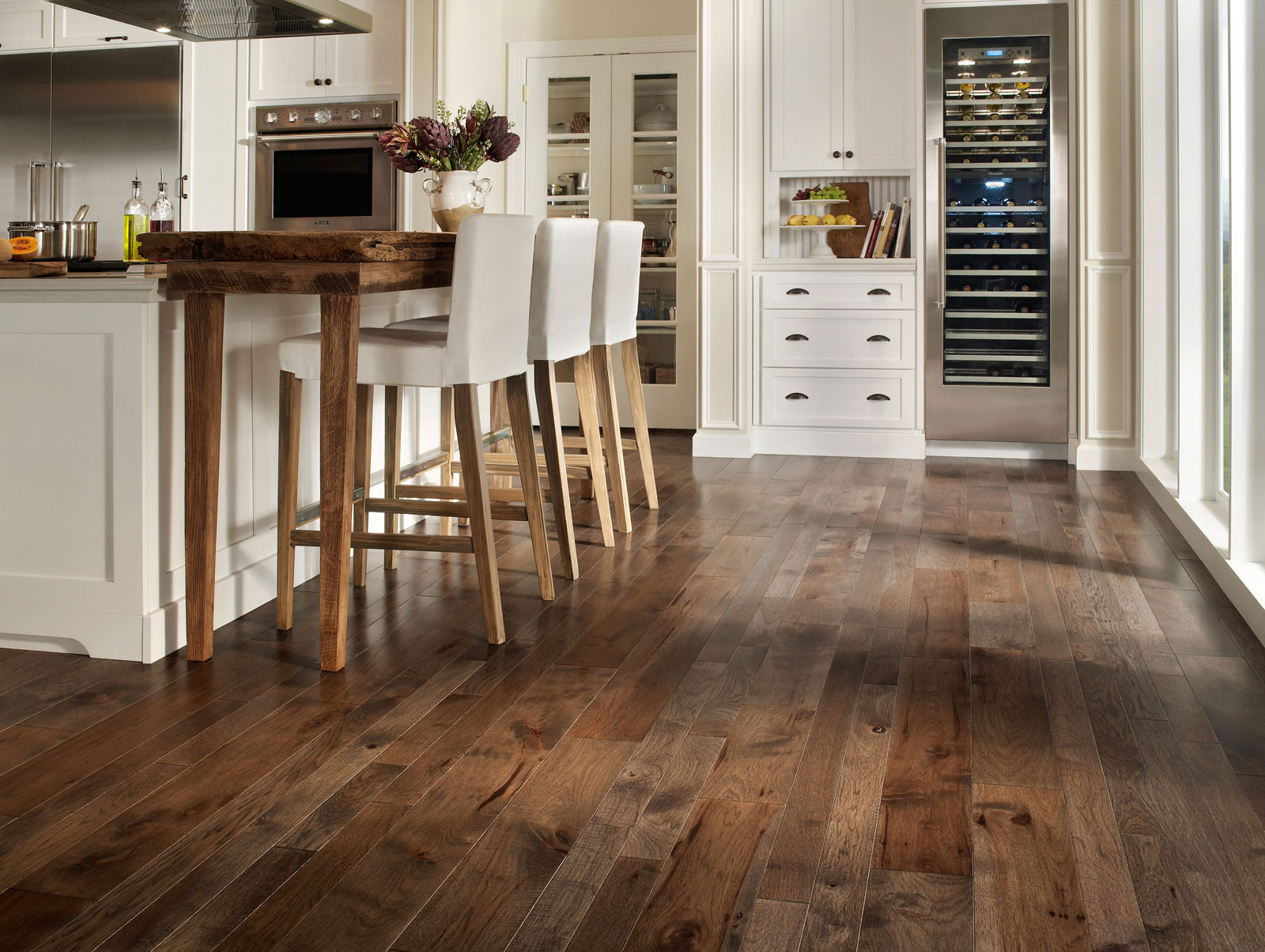 Most popular hardwood floor colors that make your floor for Homes with hardwood floors