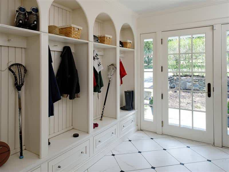 Foyer Mudroom Units : Sturdy mudroom storage units that will make your entryways