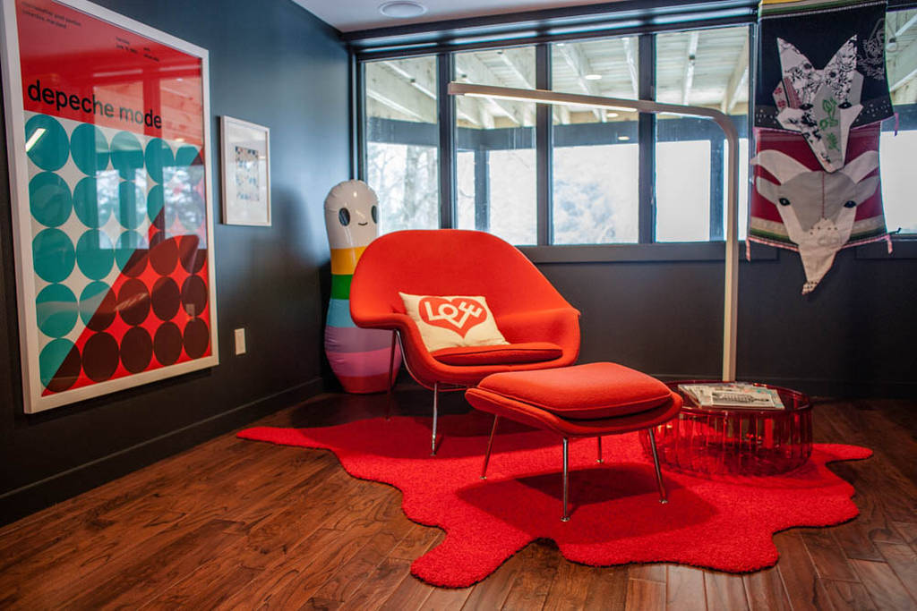 orange womb chair reproduction with ottoman feat cushion and unique red rug plus cool end table plus hardwood floor