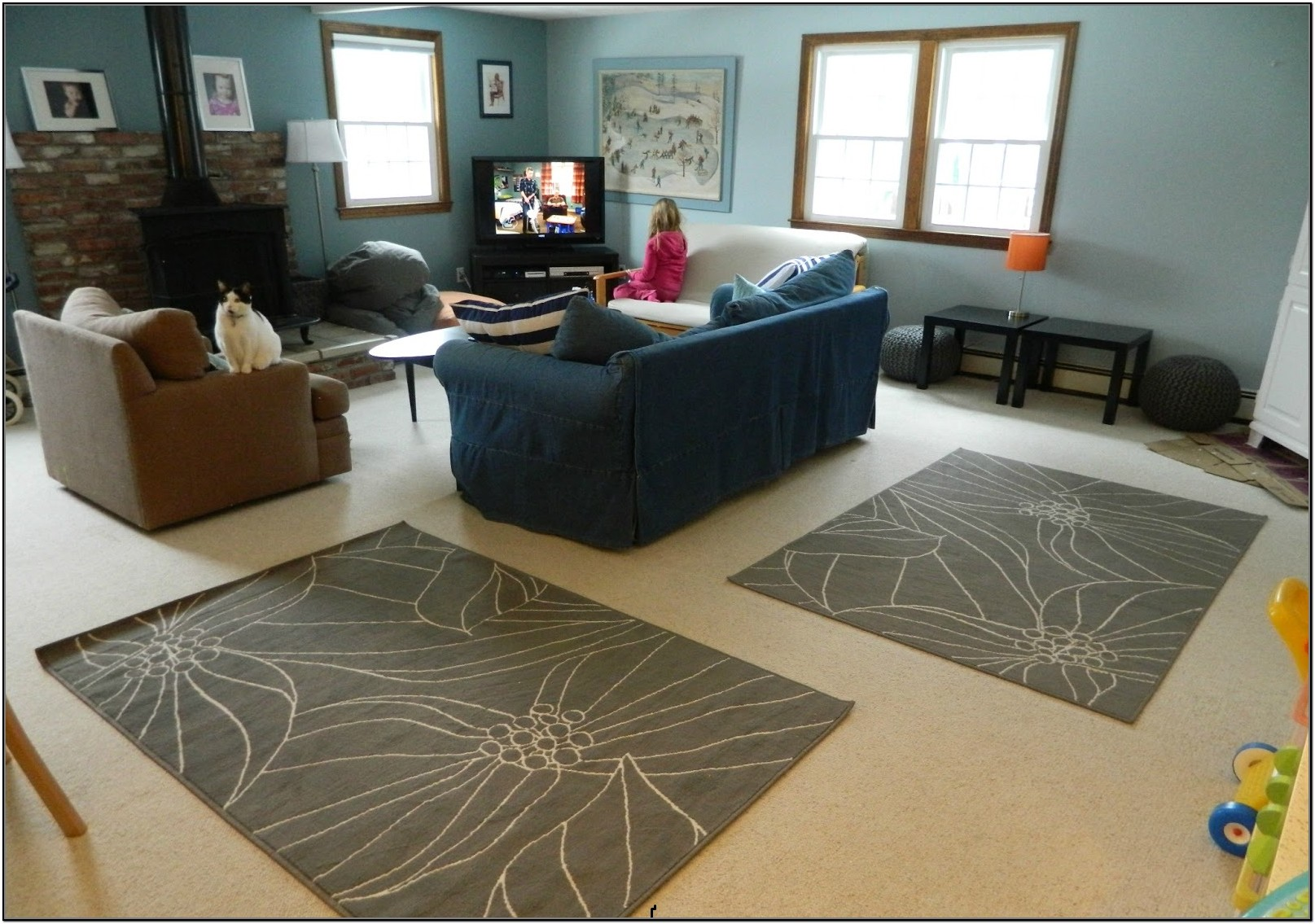 A Rug On Top Of Carpet That Will Give You A Cozy Conversation Zone In Your Living Room Homesfeed