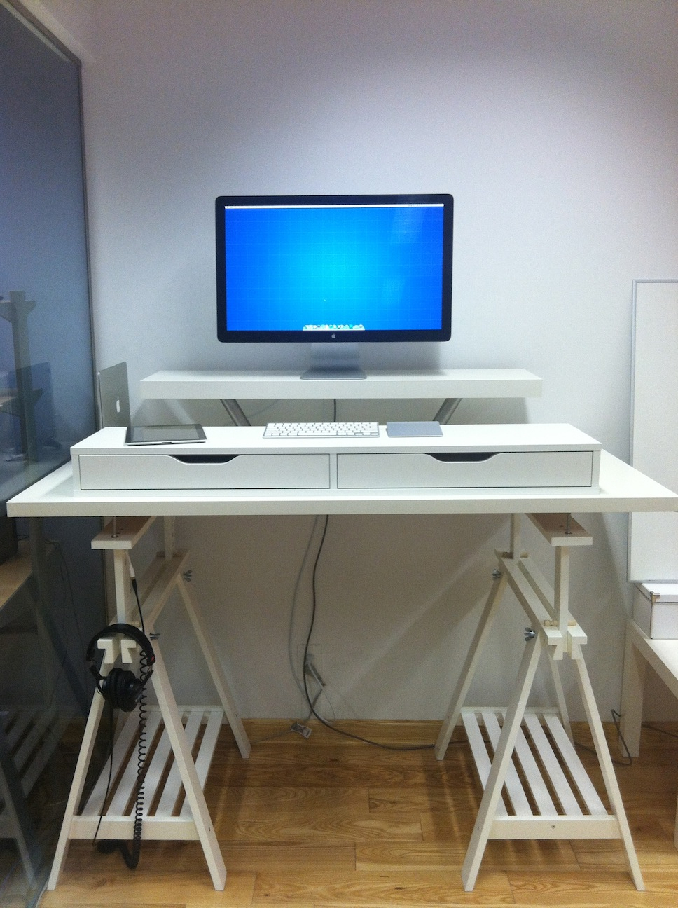 Working With Ikea Stand Up Desk Face Your Job Powerfully