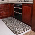 A kitchen rug idea with leopard pattern