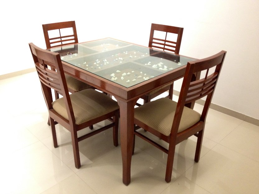 Glass top dining tables homesfeed for Fancy glass dining table