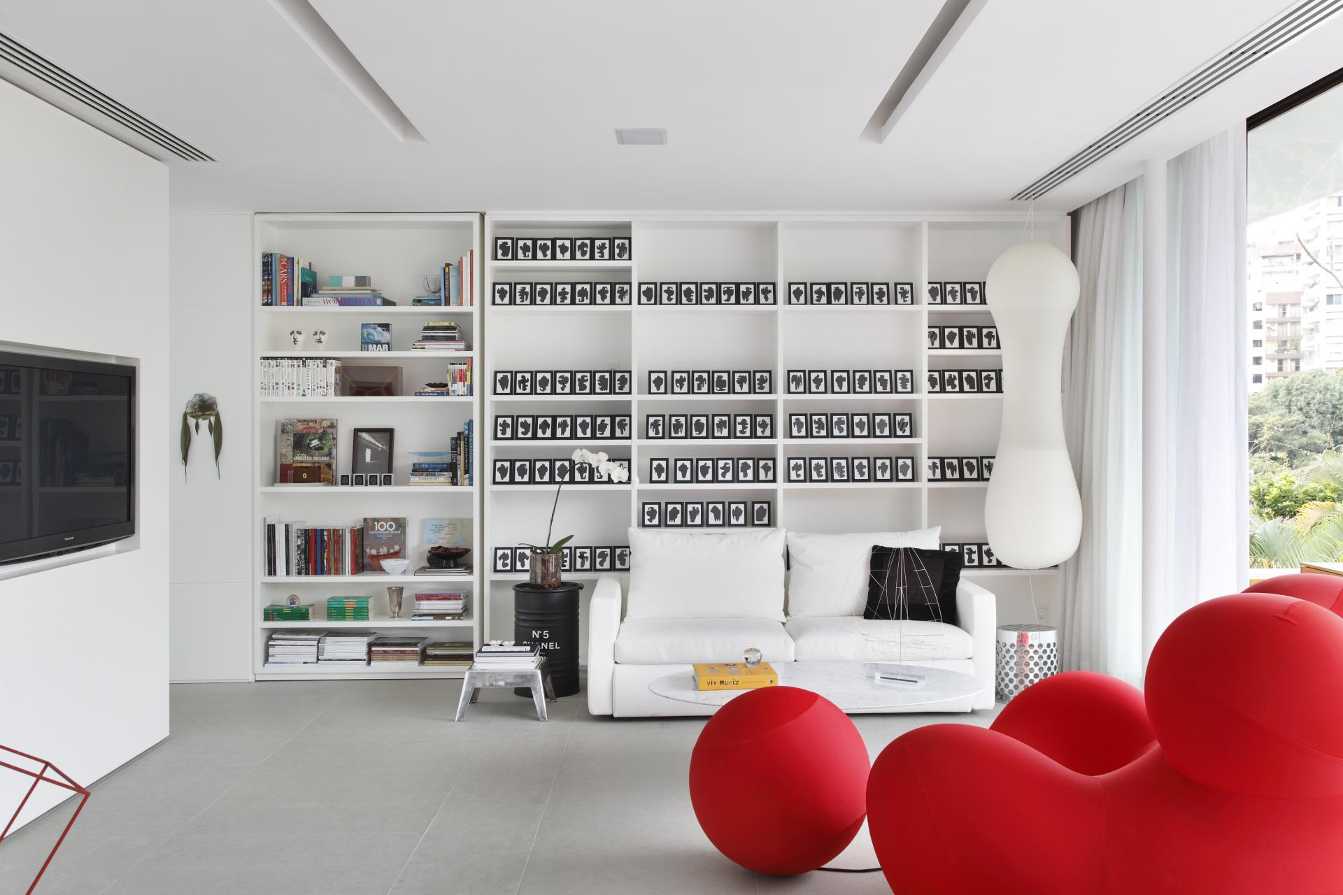 Interior Design for Dummies contrast in interior design black white tones  living room with bold red