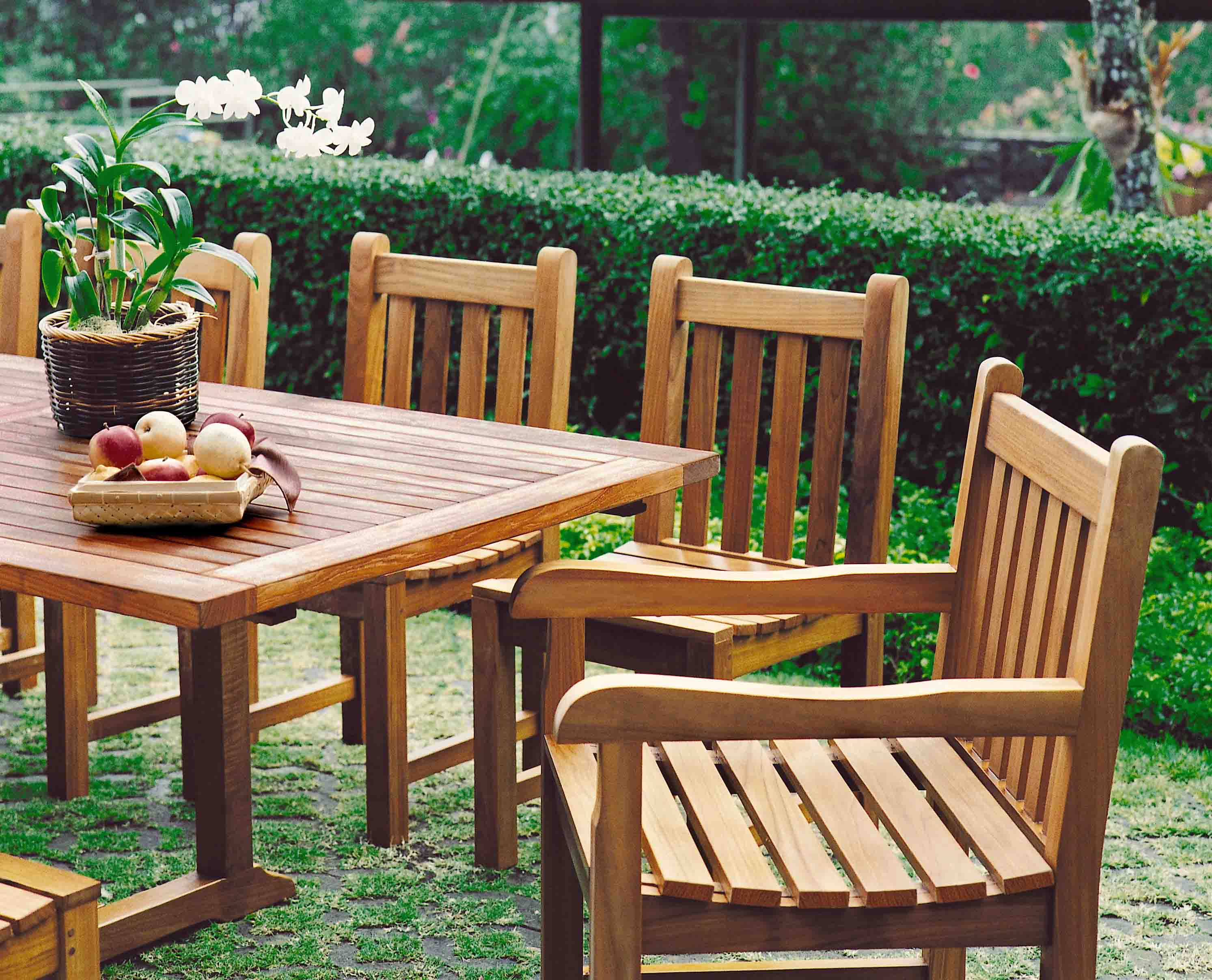 Closeout furniture selections for outdoor spaces homesfeed for Closeout furniture
