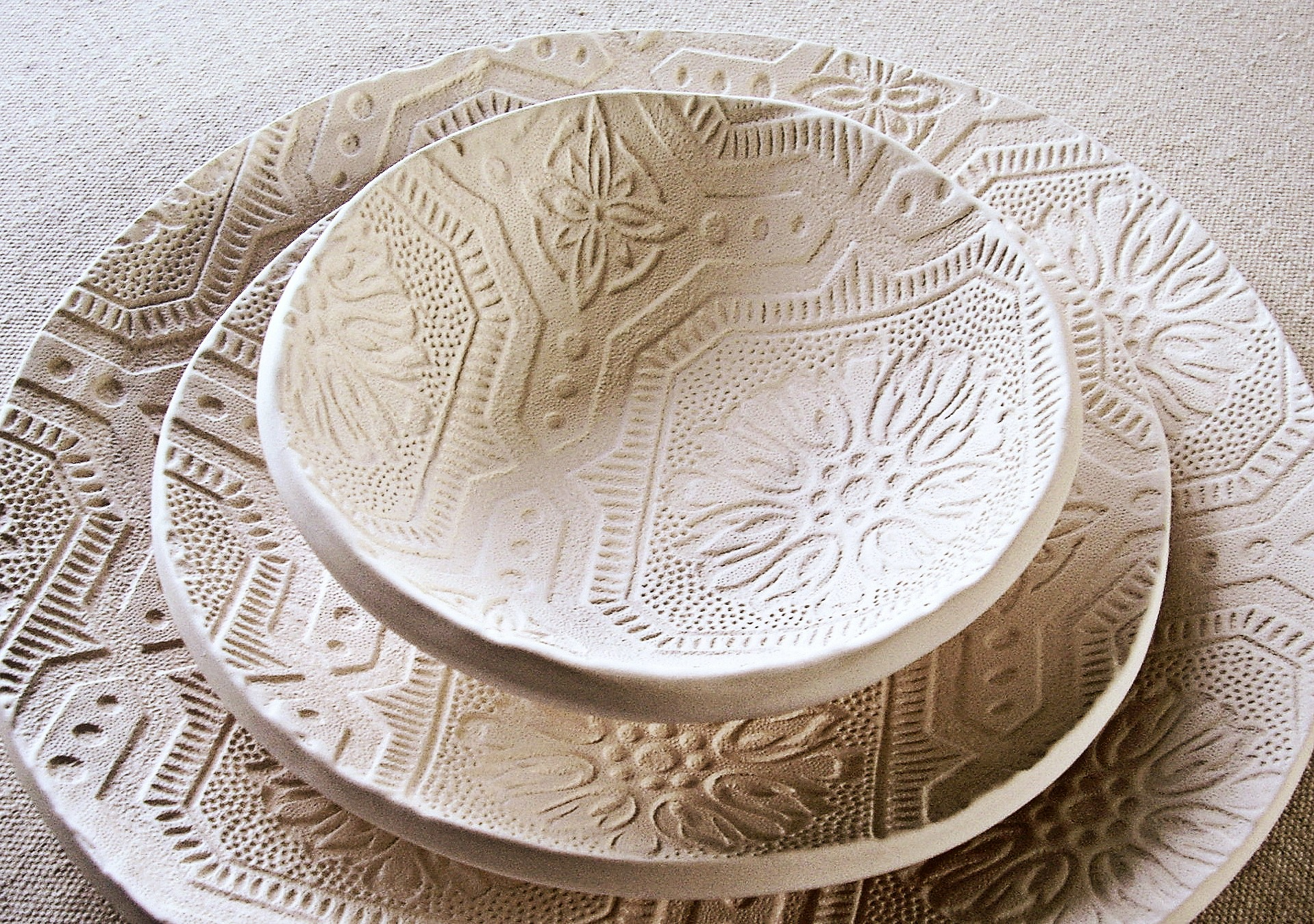 Textured plates and bowl for dinner & Unique Dinner Plates   HomesFeed