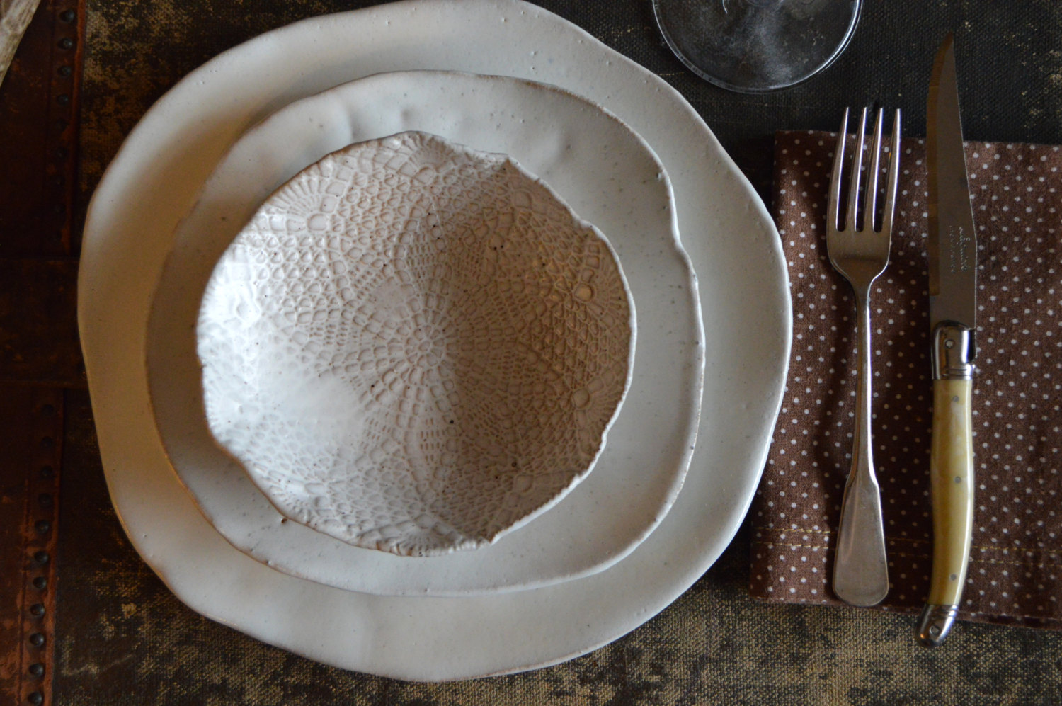 Three white plates in different size a spoon and a fork & Unique Dinner Plates | HomesFeed