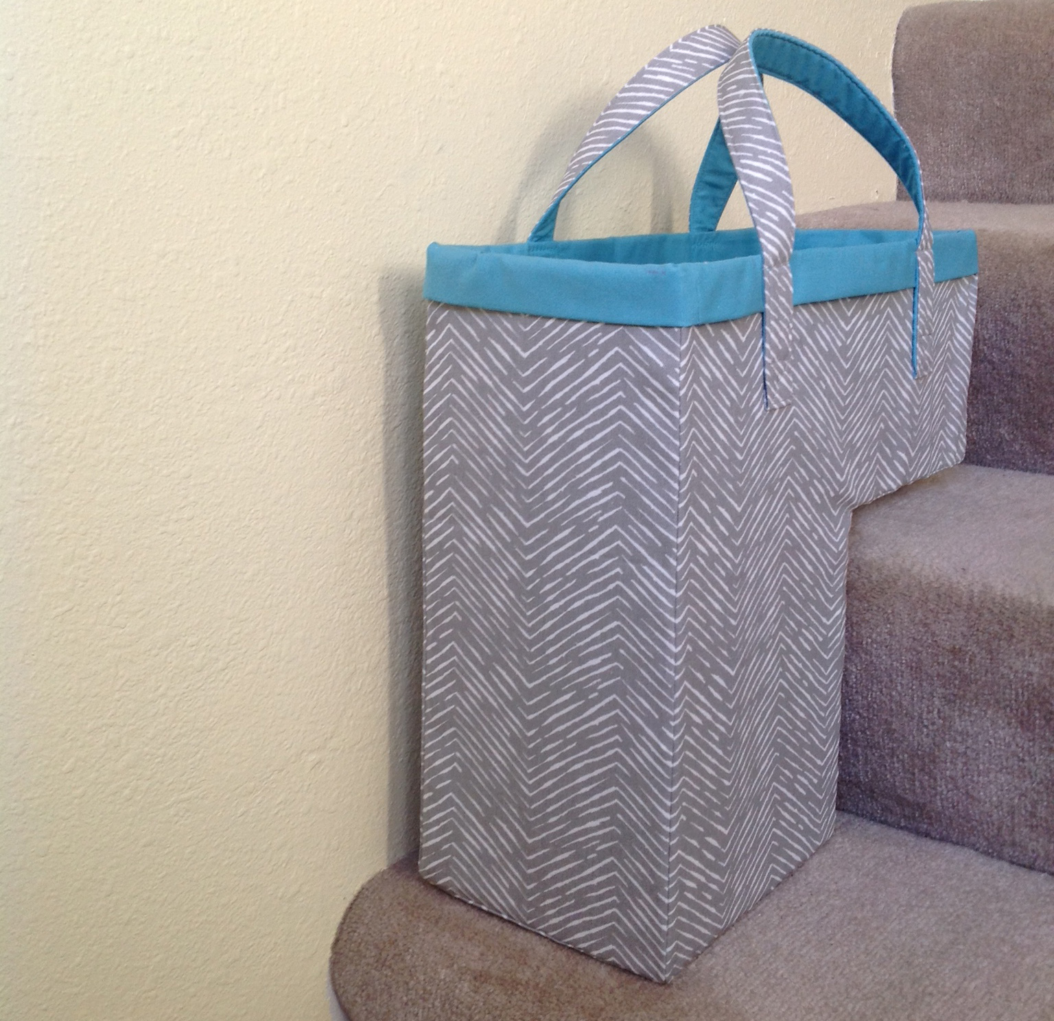 Attrayant Amazing Modern Basket Design For Stairs In Gray Coat With Blue Accent For  Handle On Gray