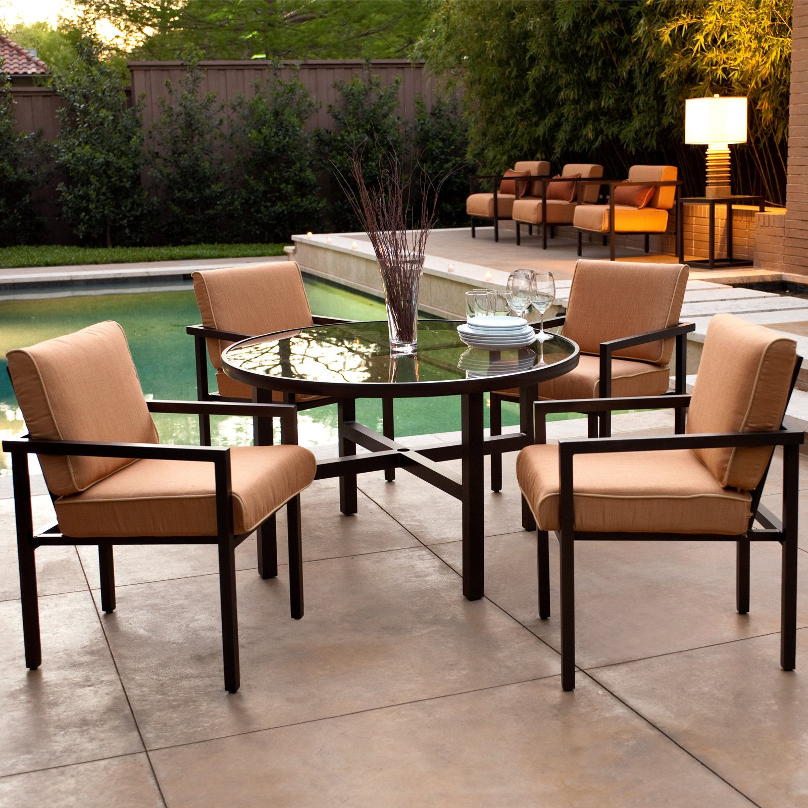 Places to go for affordable modern outdoor furniture for Affordable modern dining sets