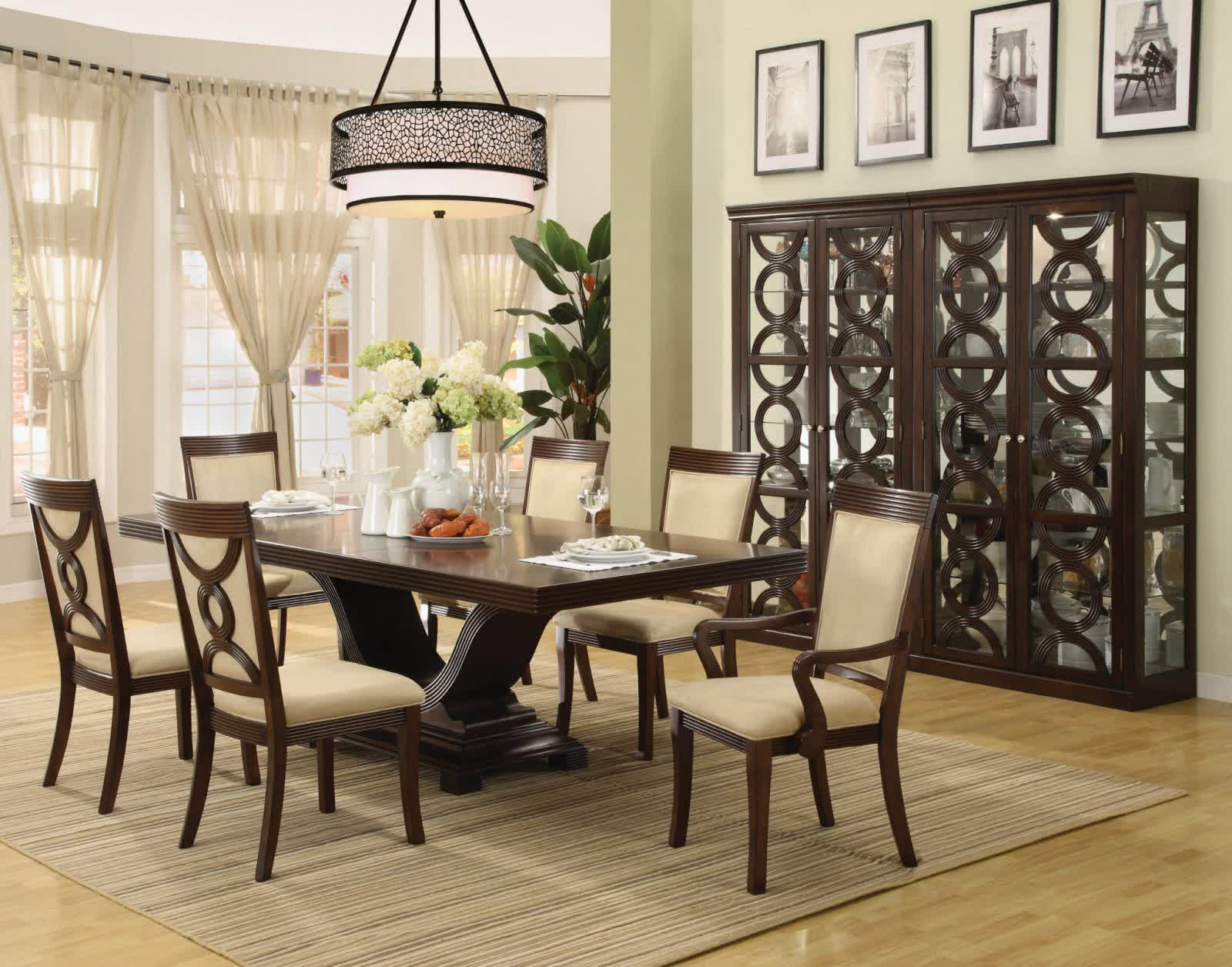 Attractive centerpieces for dining room tables to create - How to decorate a dining room ...