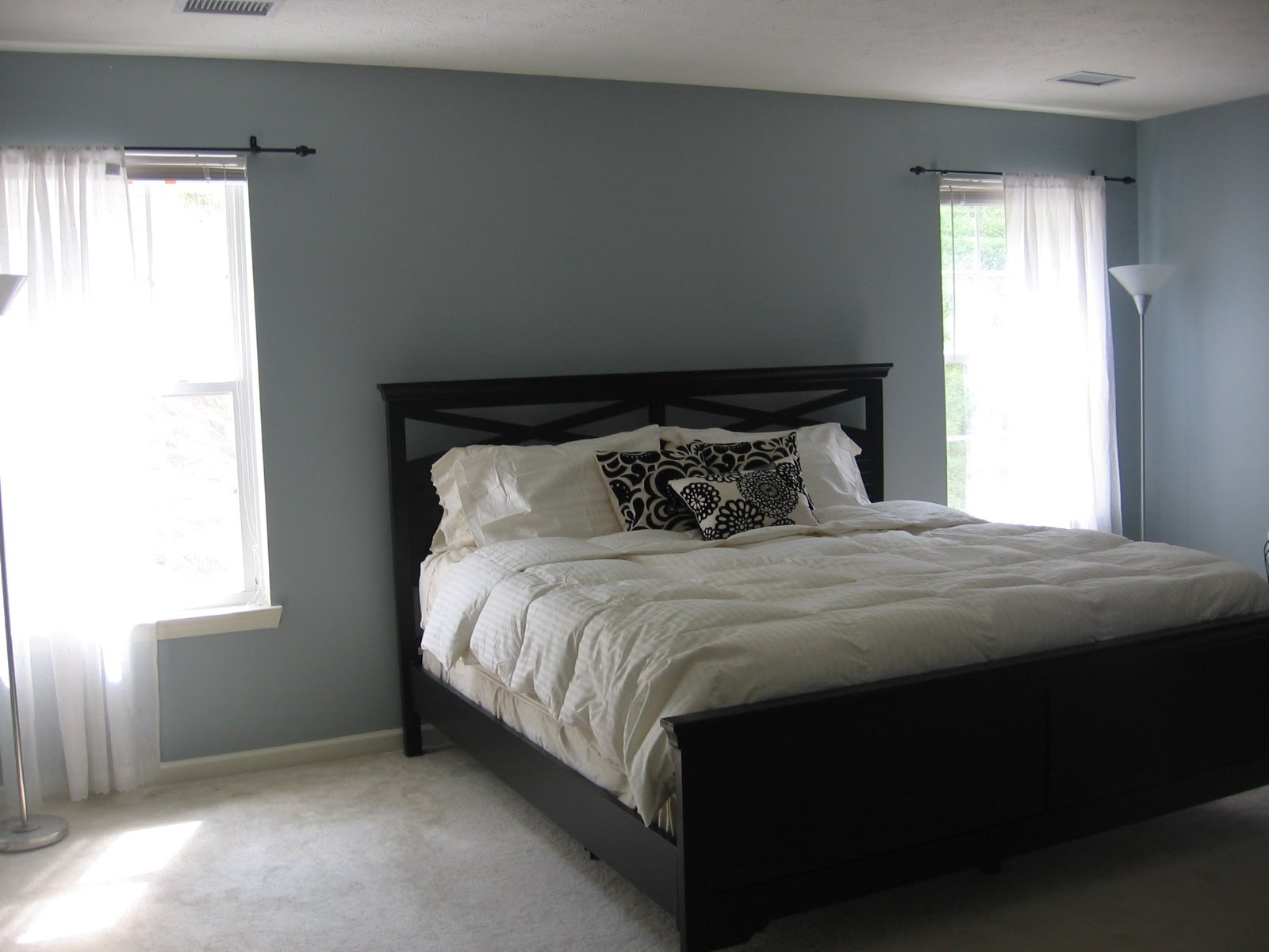 Gray paint colors for bedrooms homesfeed for Popular paint colors for bedrooms