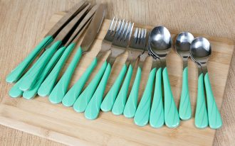 best flatware sets in fancy design consisting of table and dessert knifes plus salad and table forks plus table and salad spoon added with turquoise accent