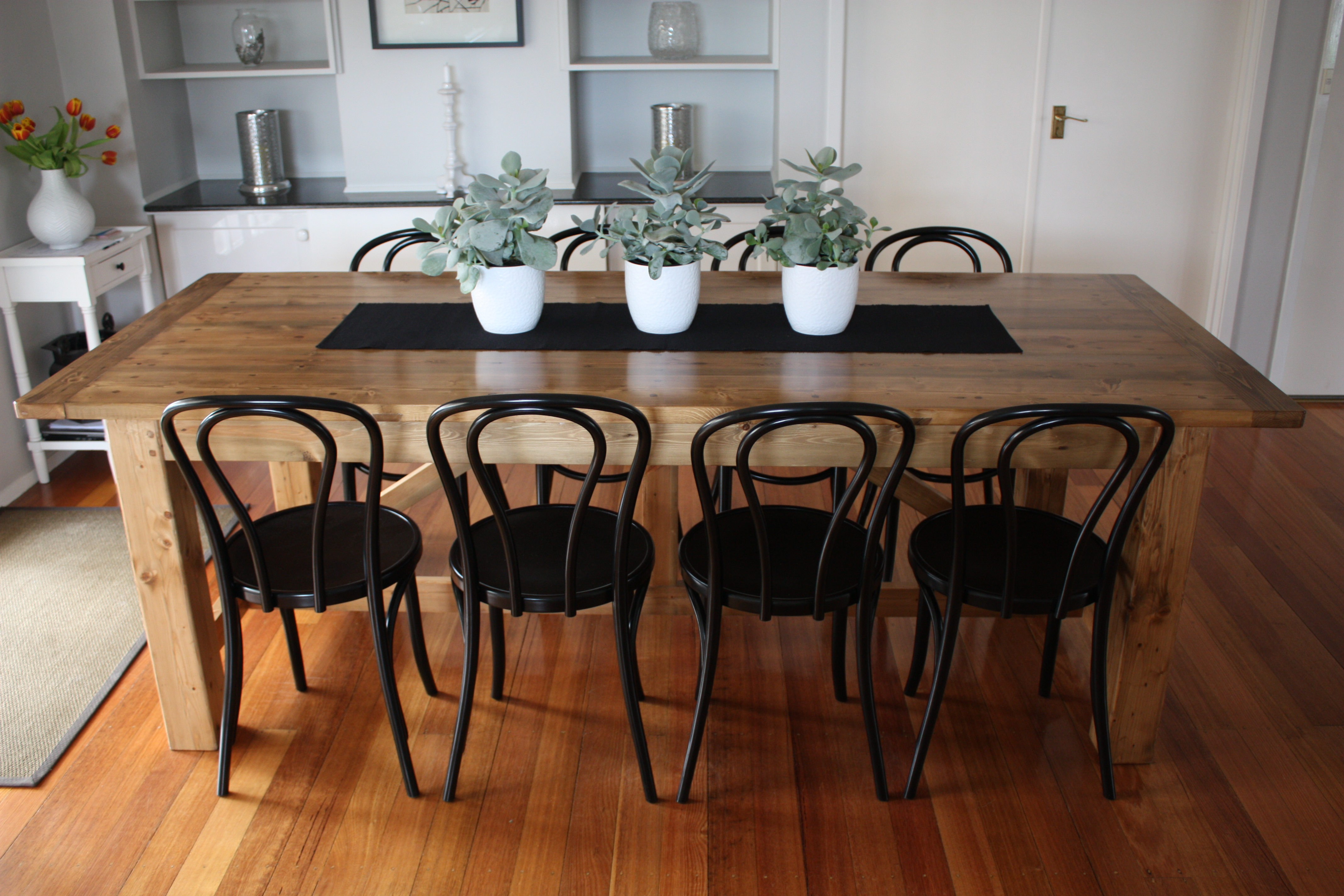 Most comfortable dining chairs for your longer dining for Dining room useless