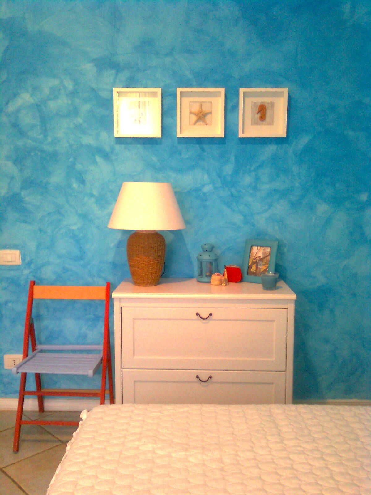 Small bathroom paint color ideas your wall for bedroom for Small bedroom wall pictures