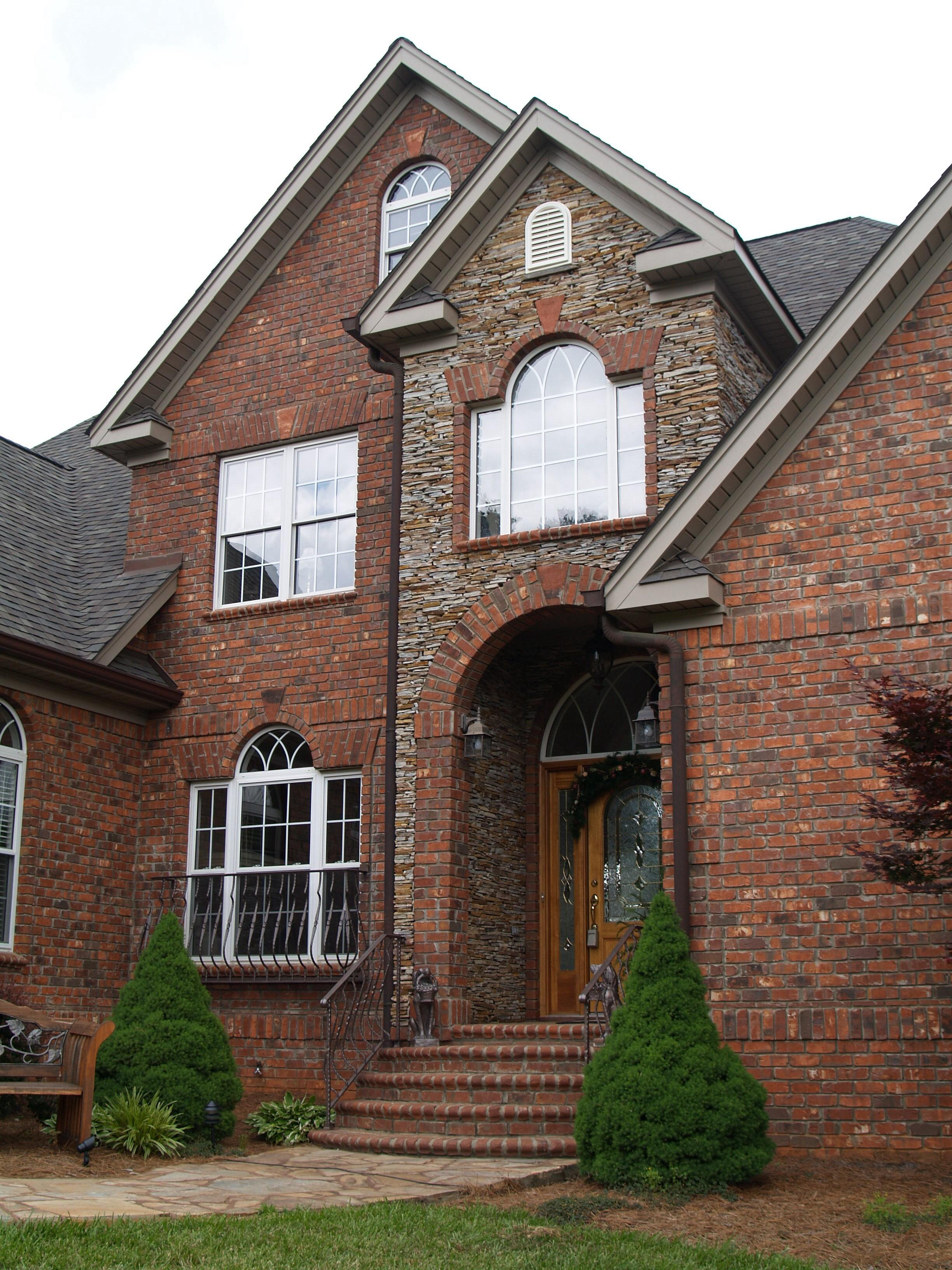 Most popular types of siding for homes homesfeed for Stone and brick home designs