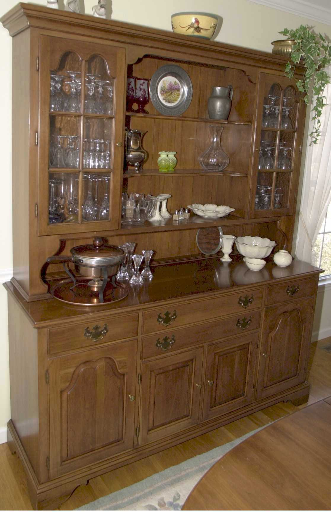 Wood hutch dining room homesfeed for Wood hutch plans