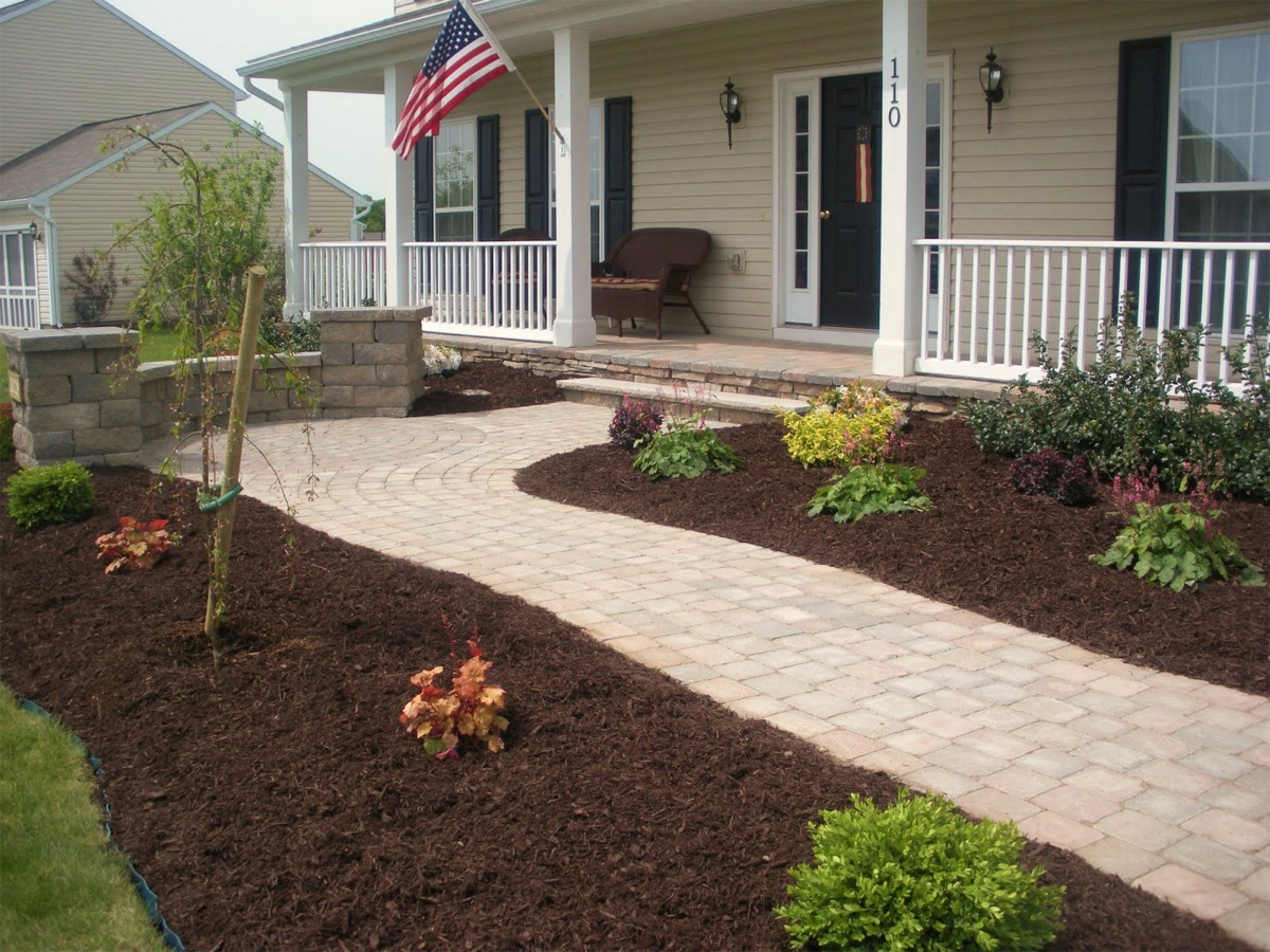 Landscaping with mulch pictures : And white fence paved walkway brown best mulch for landscaping