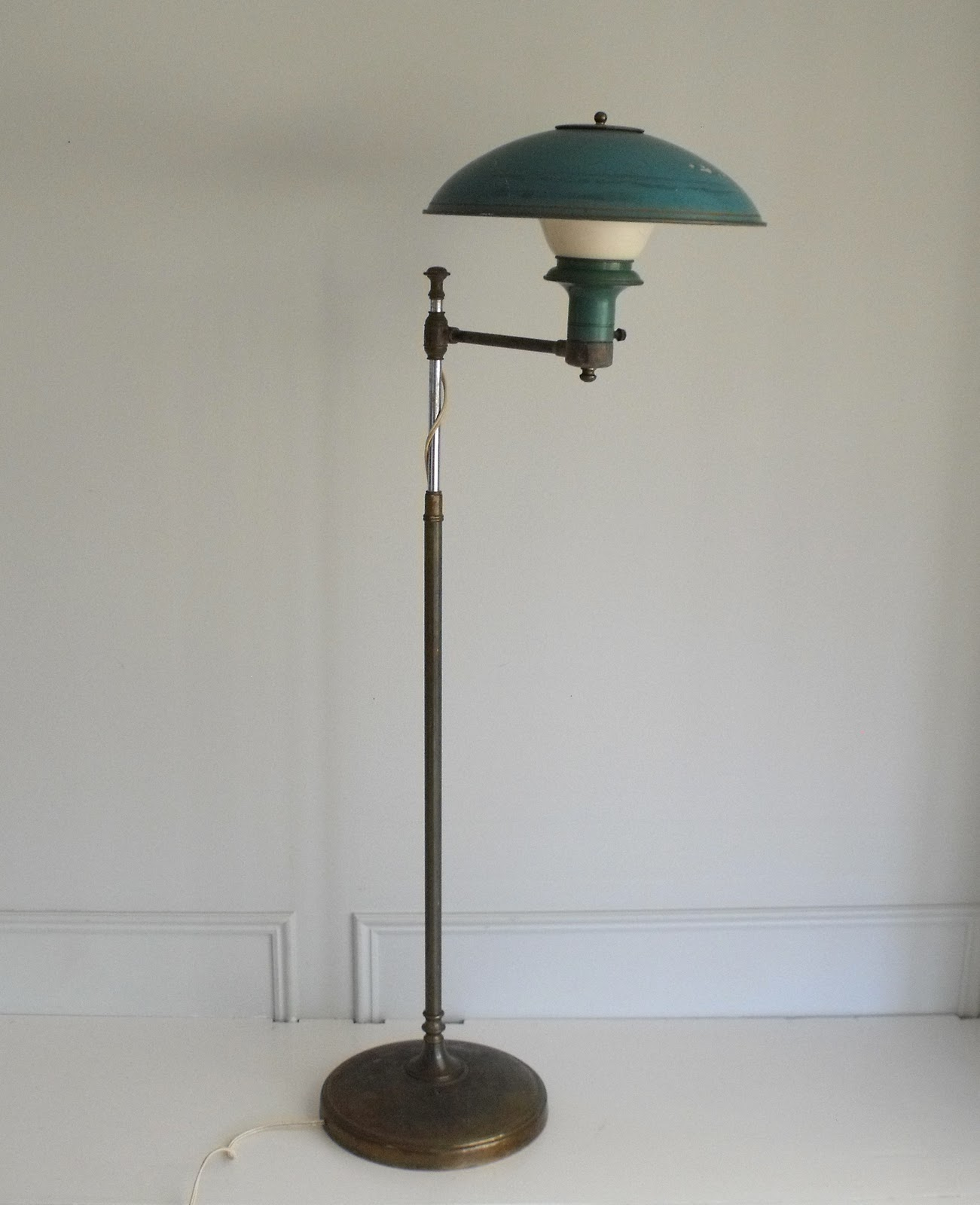 A Turquoise Floor Lamp Enlightening Your Room Dramatically | HomesFeed:classic turquoise floor lamp made of metal on its post and base for  traditional or classic,Lighting