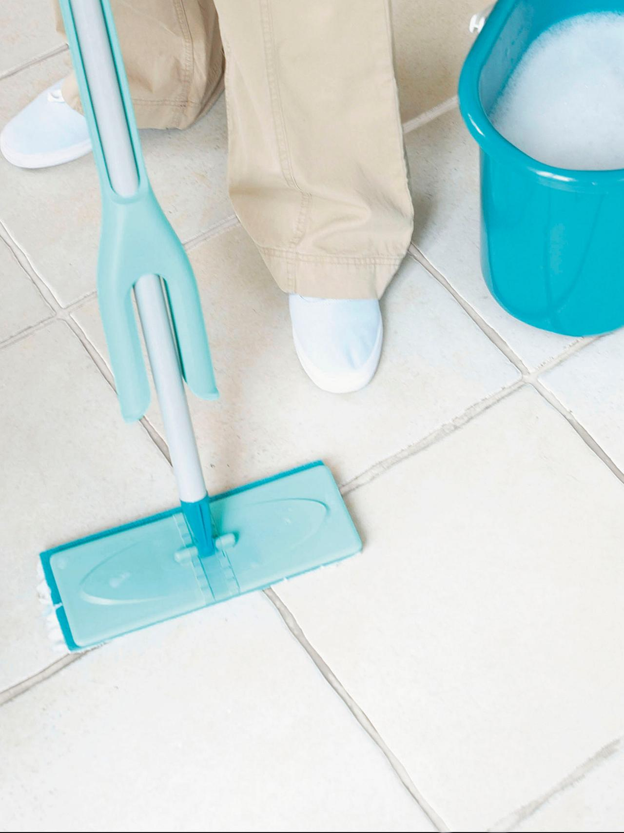 Simple Routines to Cleaning Ceramic Tile Floors | HomesFeed