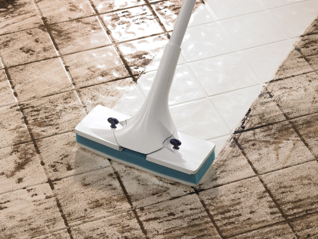 Simple routines to cleaning ceramic tile floors homesfeed cleaning ceramic tile floors by wet mopping for clean white ceramic tile floors dailygadgetfo Images
