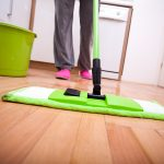 simple way to deep cleaning hardwood floors by mopping and using vinegar