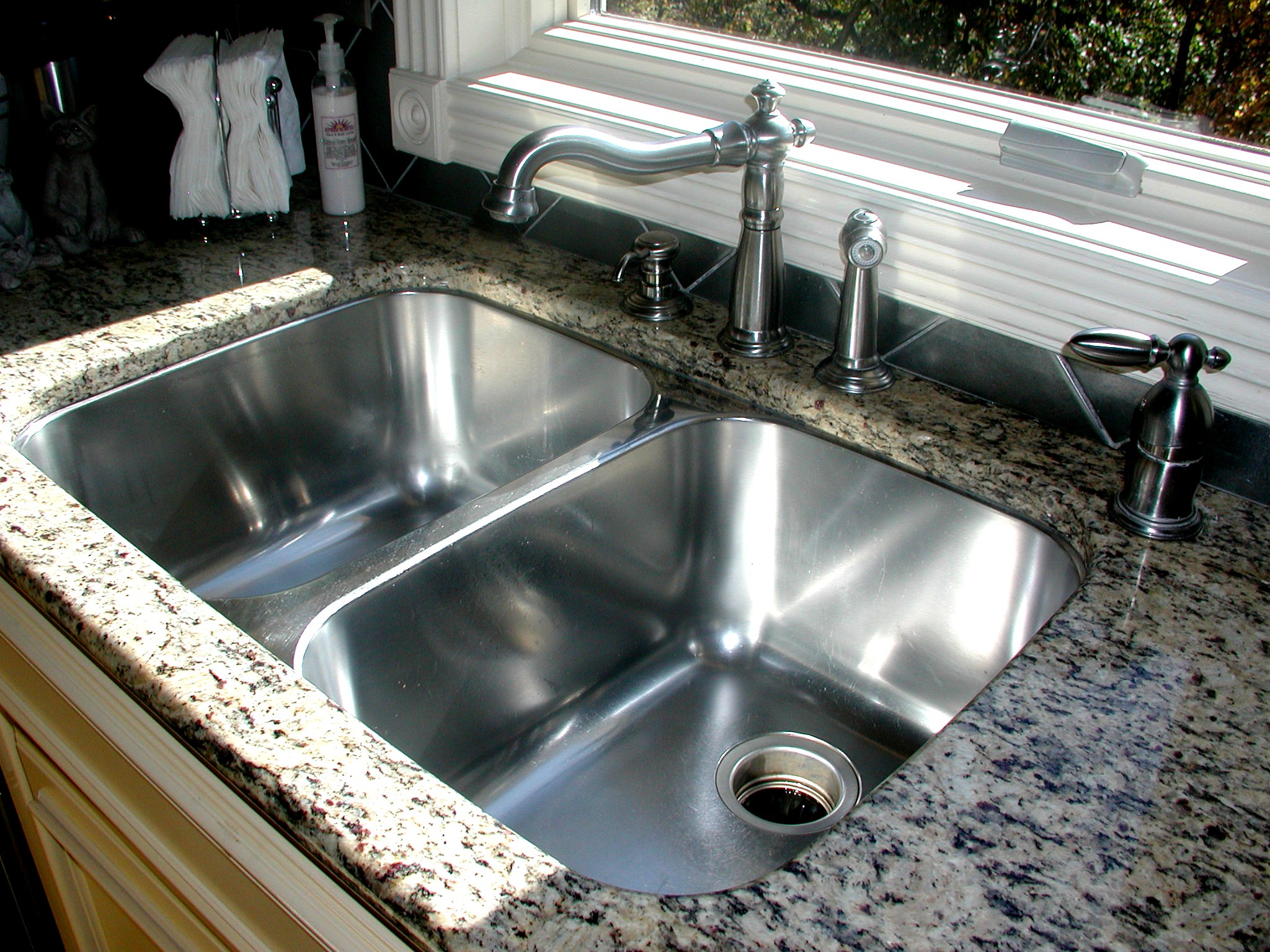 Design of Kitchen Sink - HomesFeed