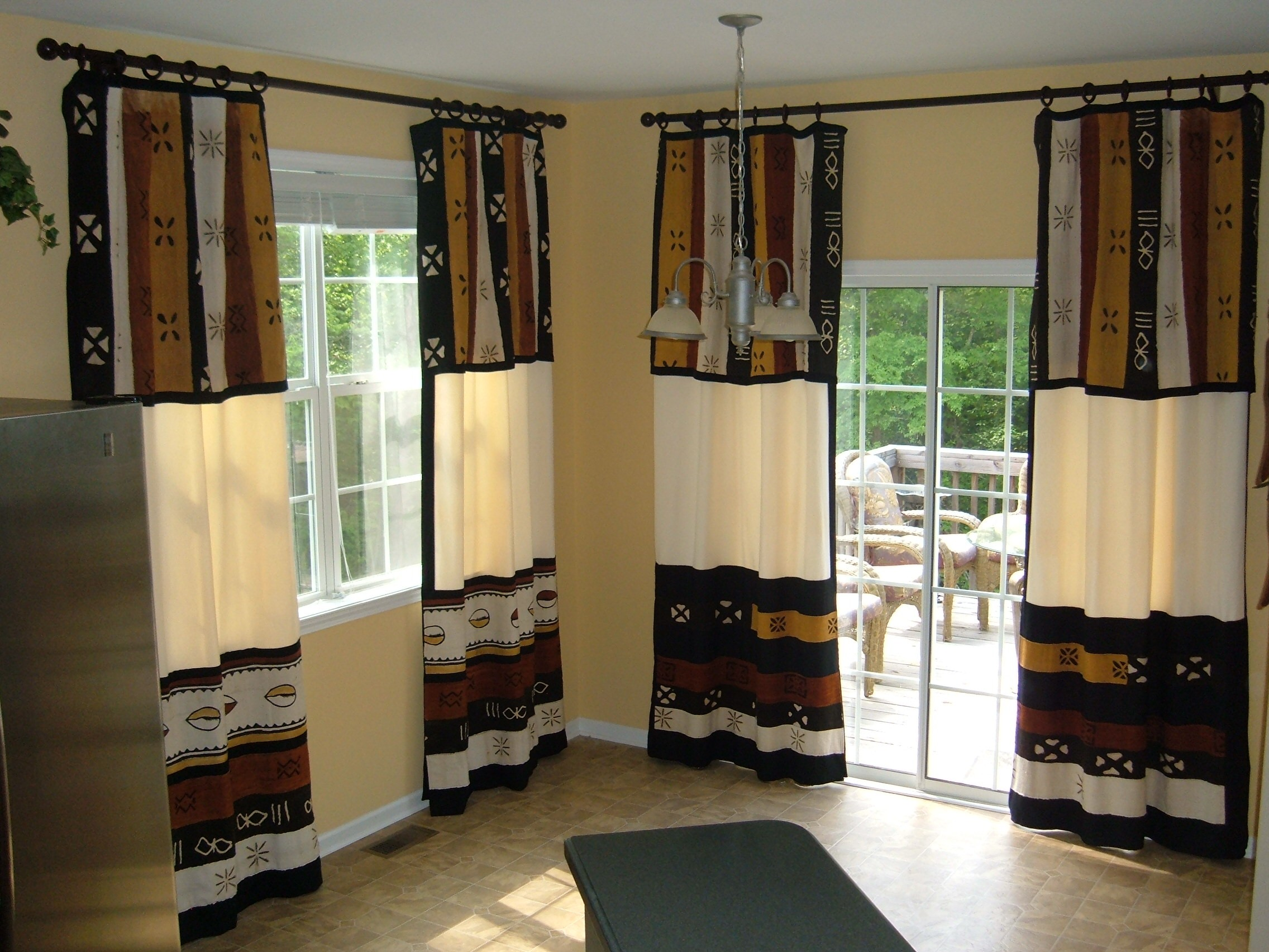 Tips for window covering for sliding glass door homesfeed for Window treatments for door walls