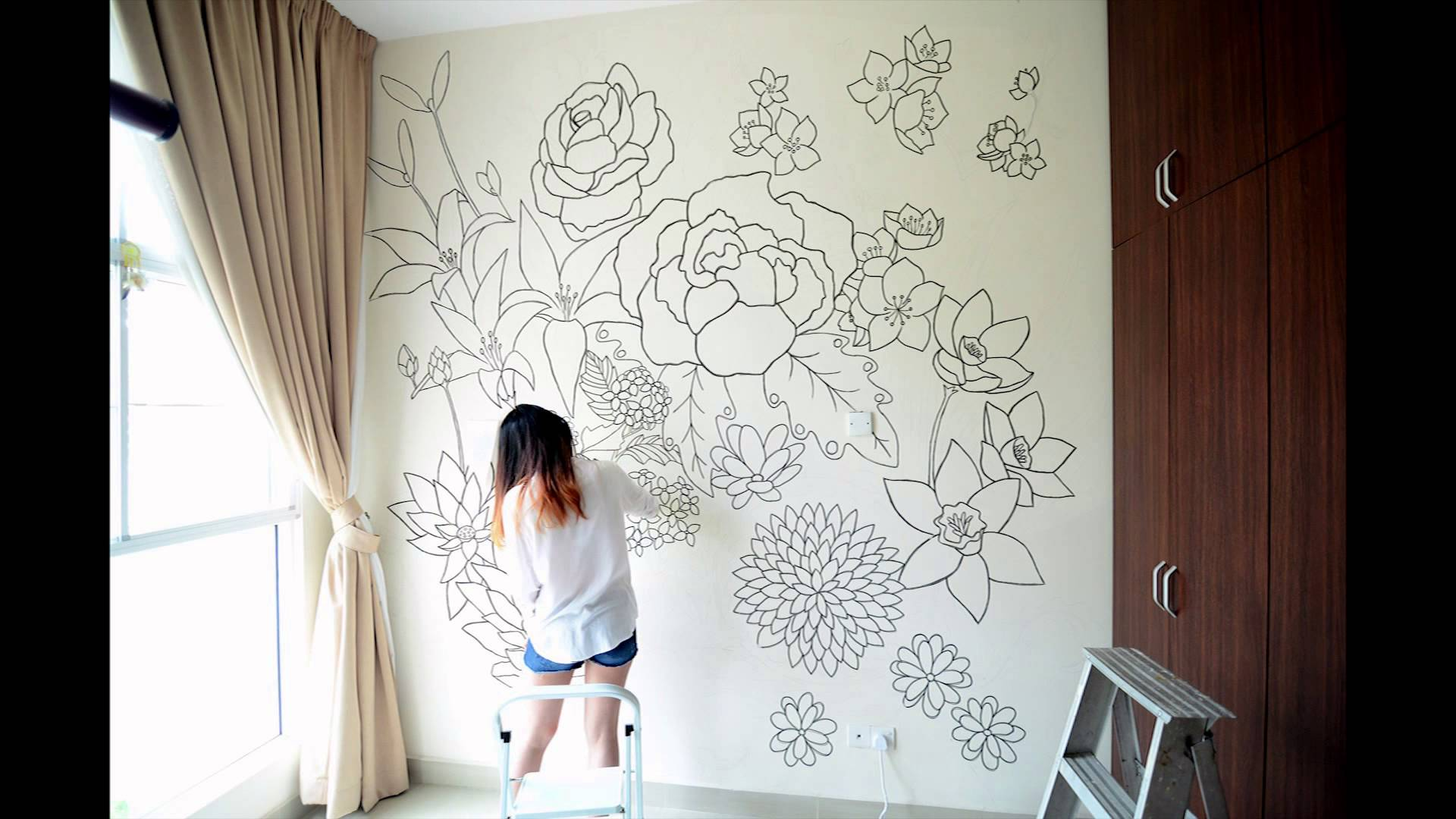 Bedroom mural design homesfeed for What kind of paint to use on kitchen cabinets for flowers wall art