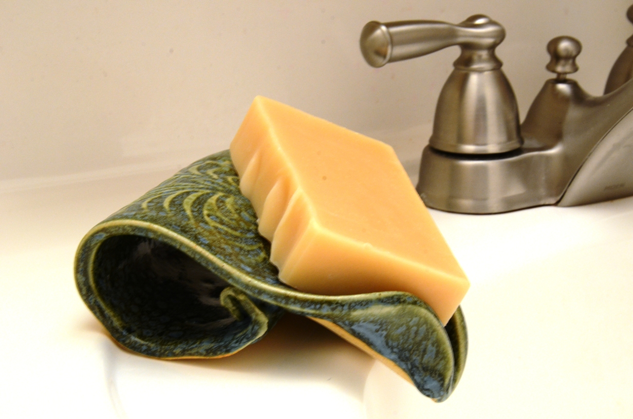 Draining Soap Dishes That Are Perfect For Your Favorite Soap | HomesFeed