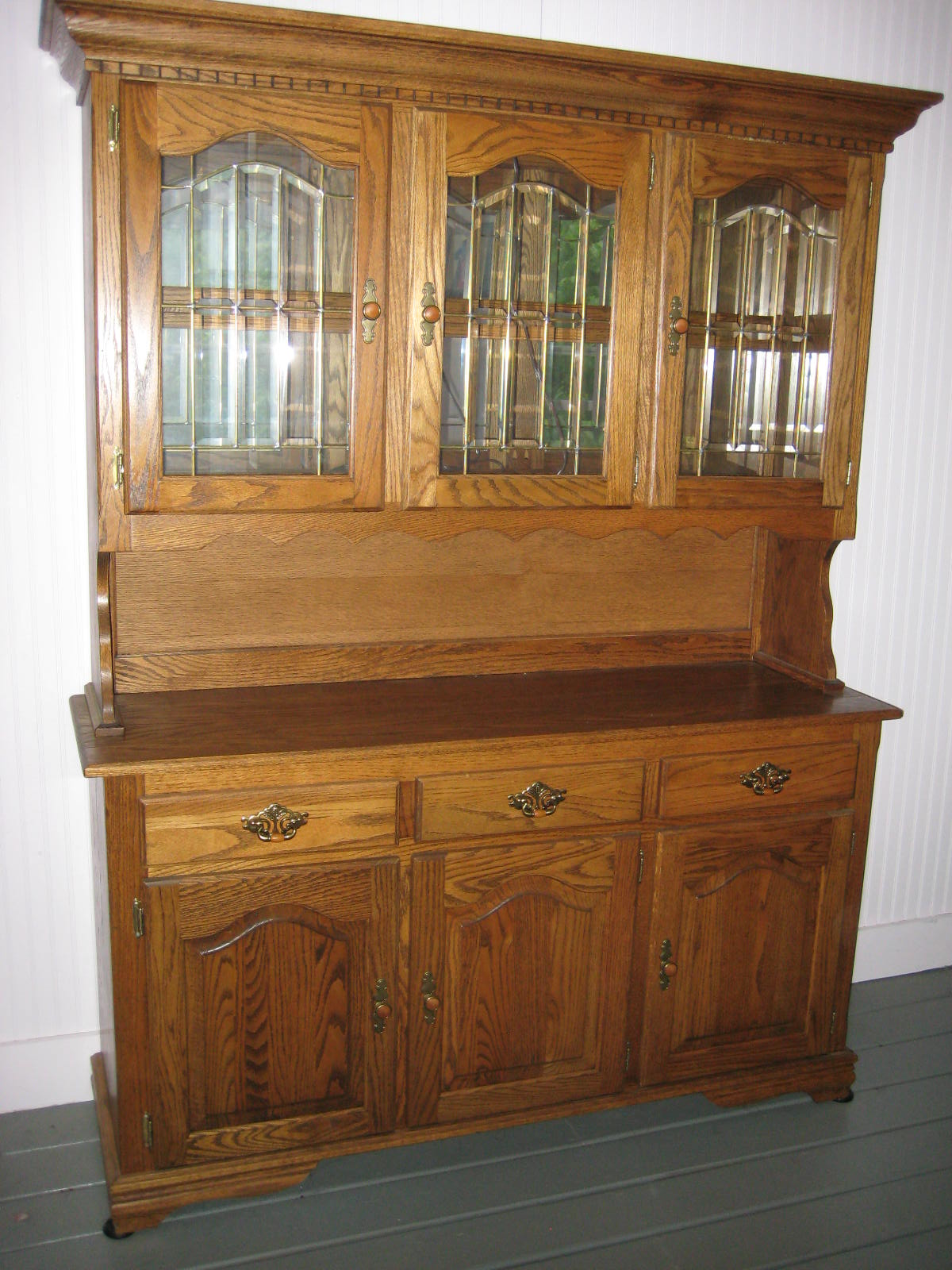 Wood hutch dining room homesfeed for Dining room hutch