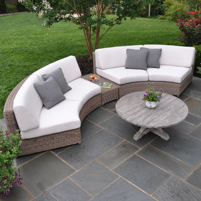 Kingsley Bate Sag Harbor Curved Sectional With Grey Cushion And Round Wooden  Coffee Table For Enjoyable