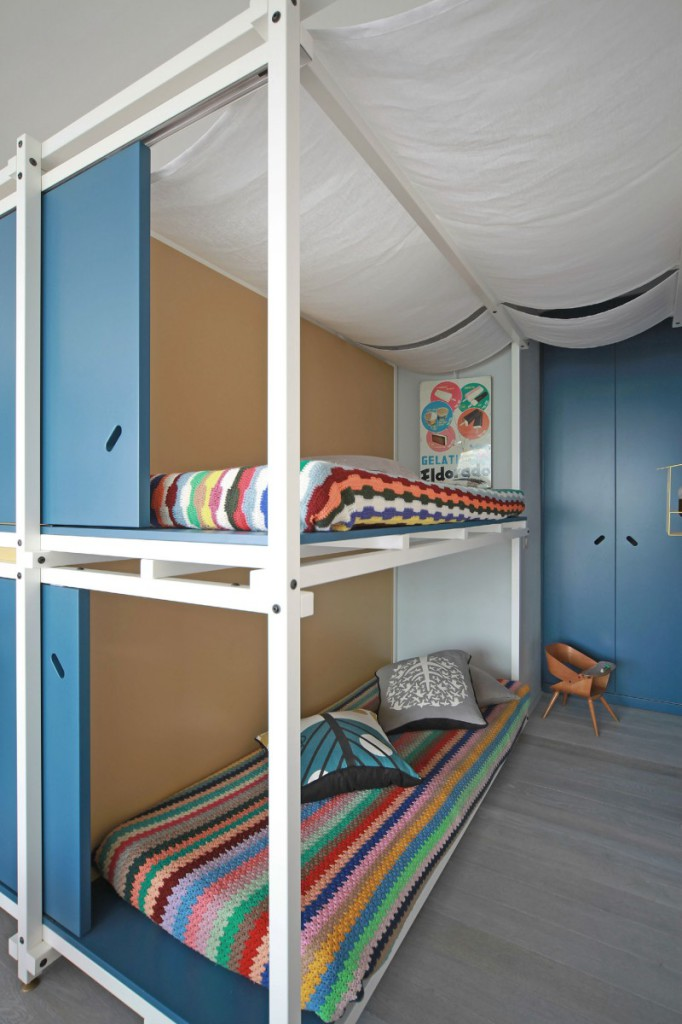 Bunk bed for small space chasing the feeling of Bed designs for small spaces