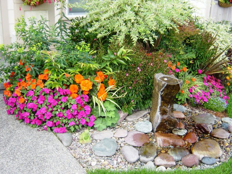 Front Yard Fountain Takes the Best Water Feature for Garden