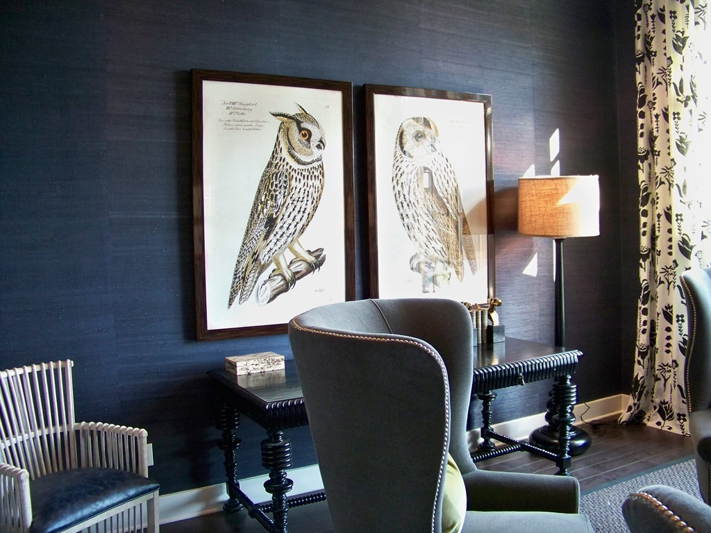 Metallic grasscloth wallpaper nice touch for elegant and for Metallic living room ideas