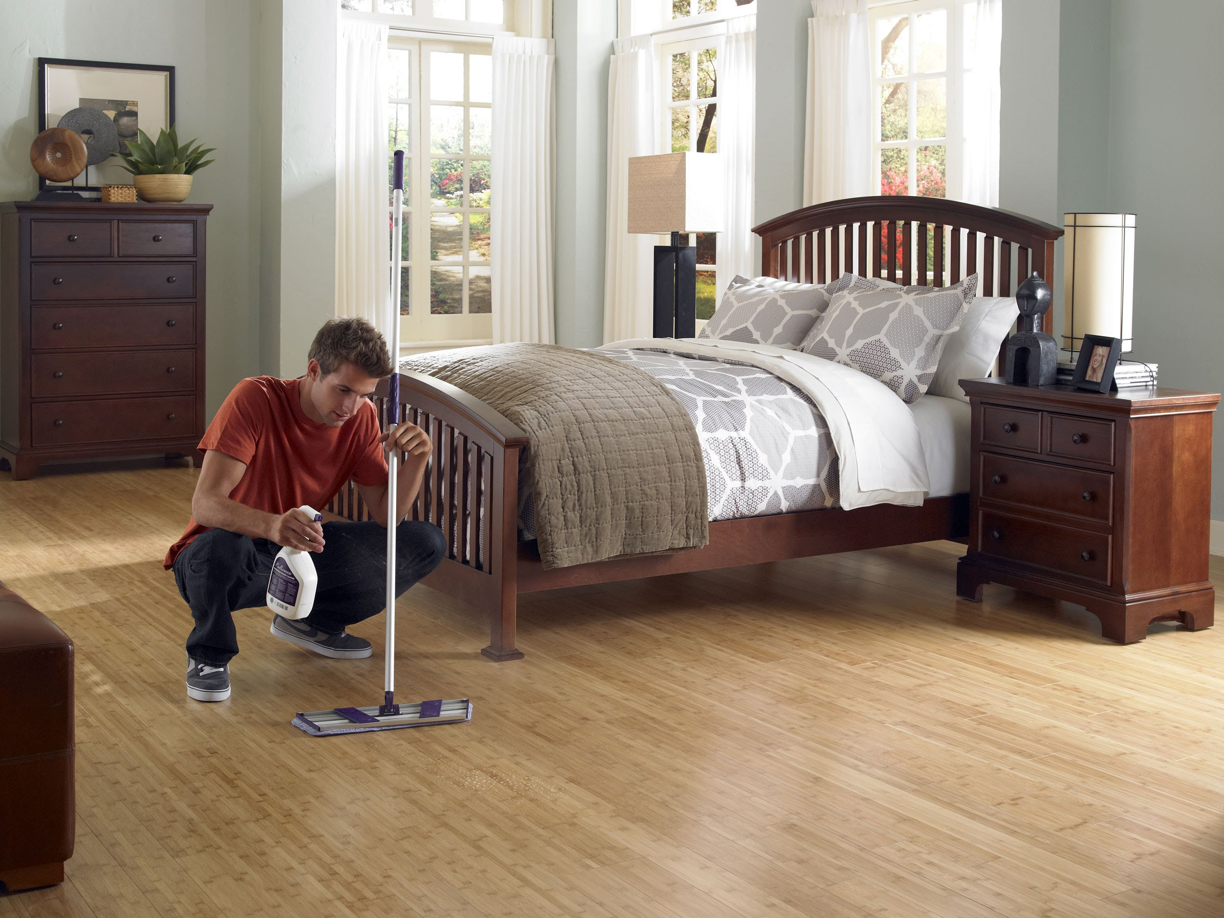 Best tips and mop for wood floors homesfeed for Clean bedroom pictures