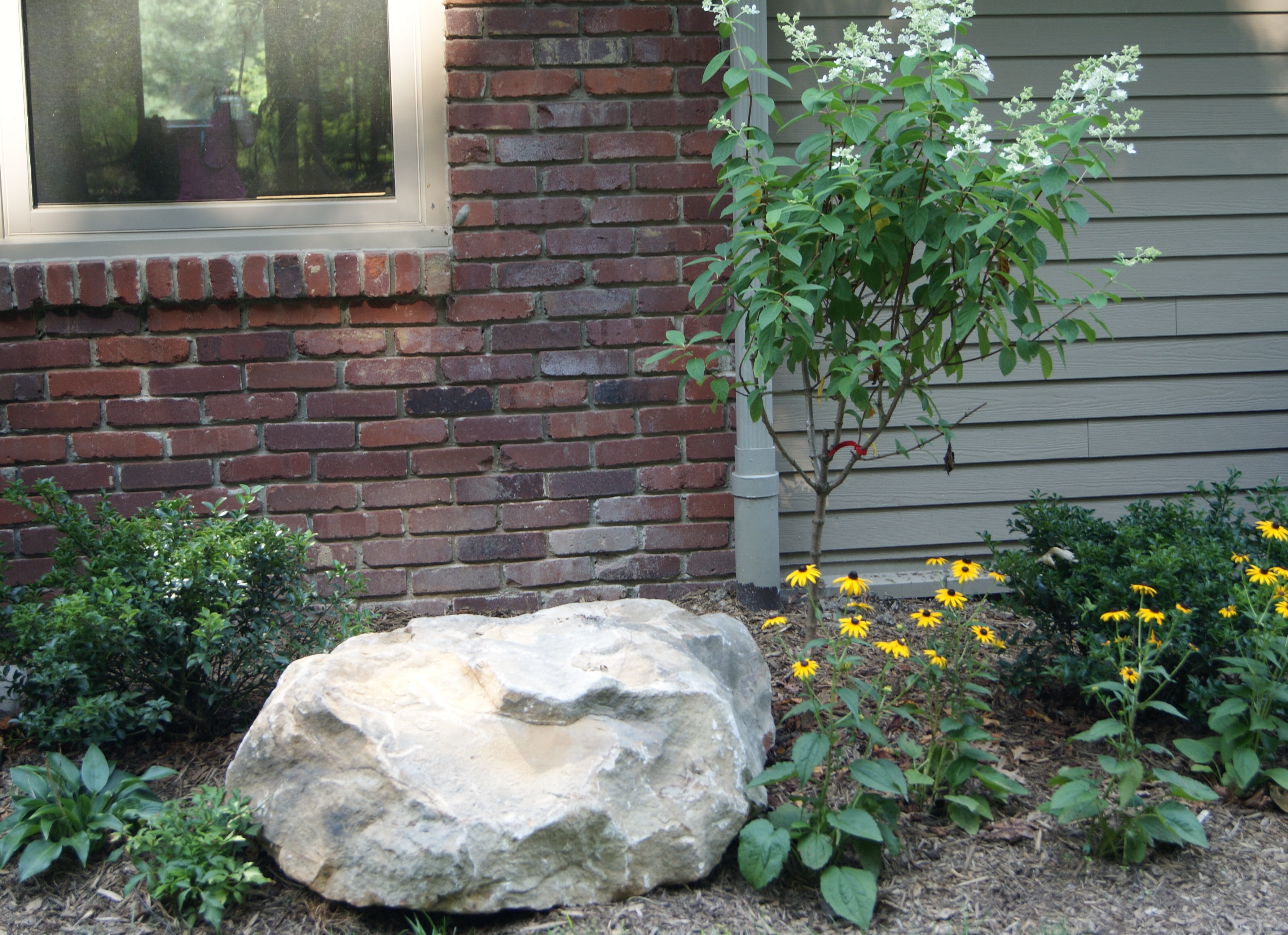 Large rocks for garden large rocks for landscaping for Large white landscaping rocks