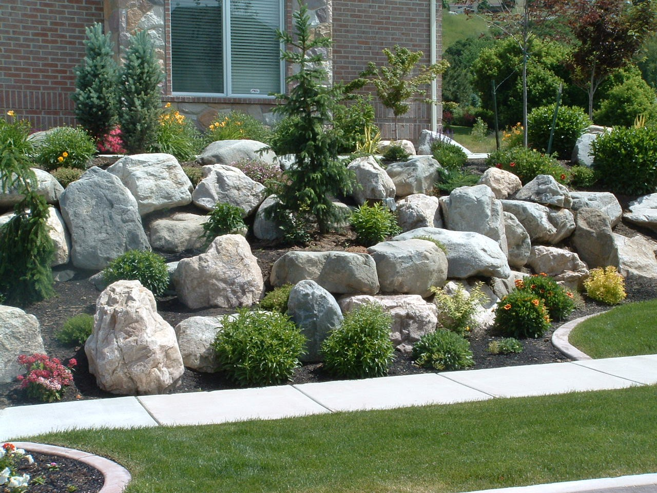 Boulders for large landscape rocks homesfeed Landscaping with rocks