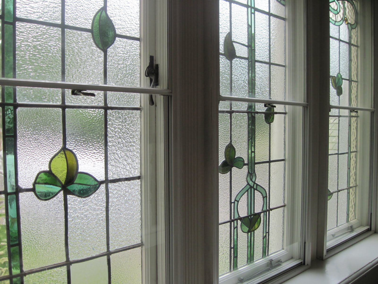 Leaded Glass Windows : Advantages and disadvantages of stained glass windows for