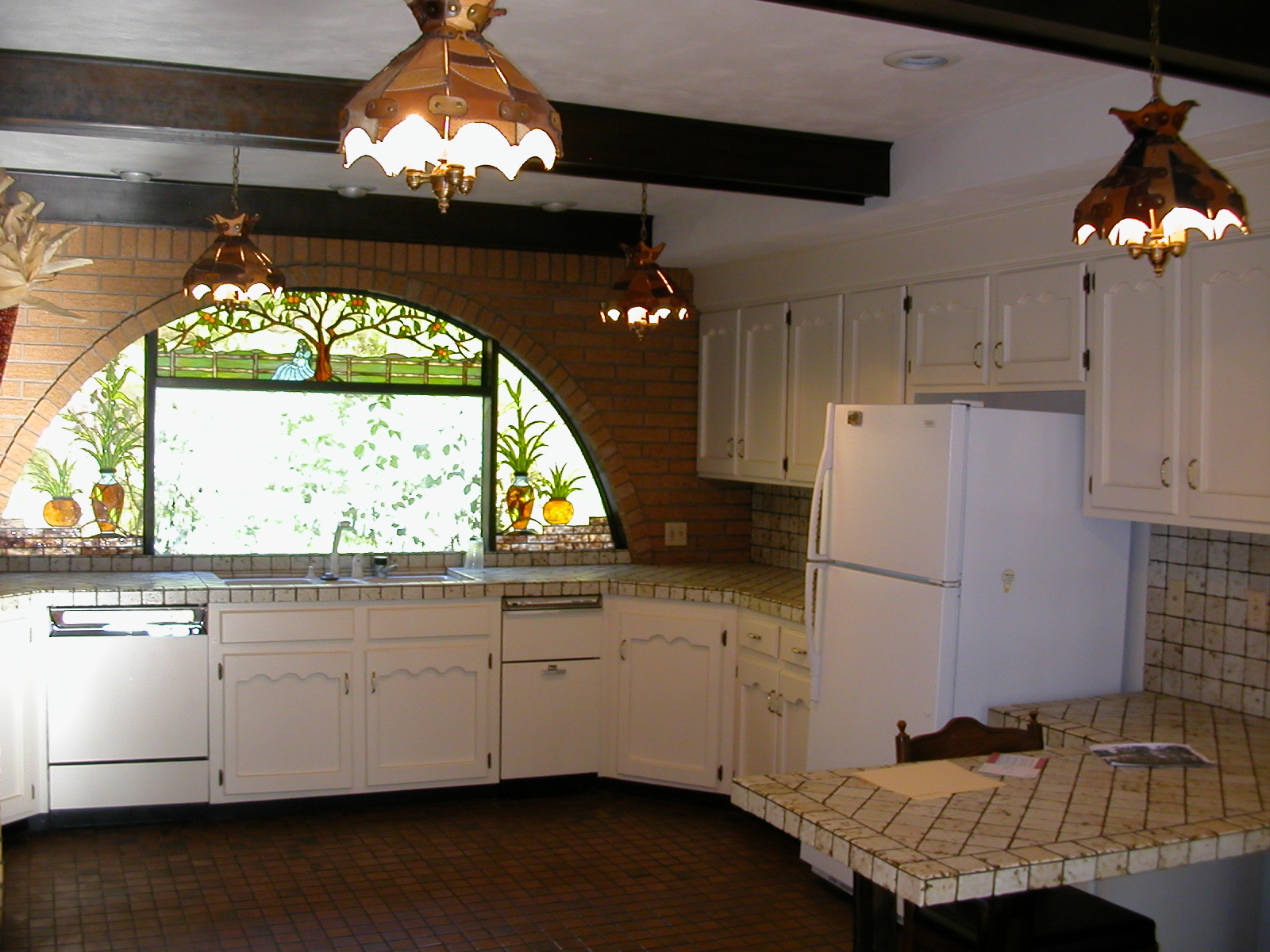 Advantages and disadvantages of stained glass windows for for Stained glass kitchen windows