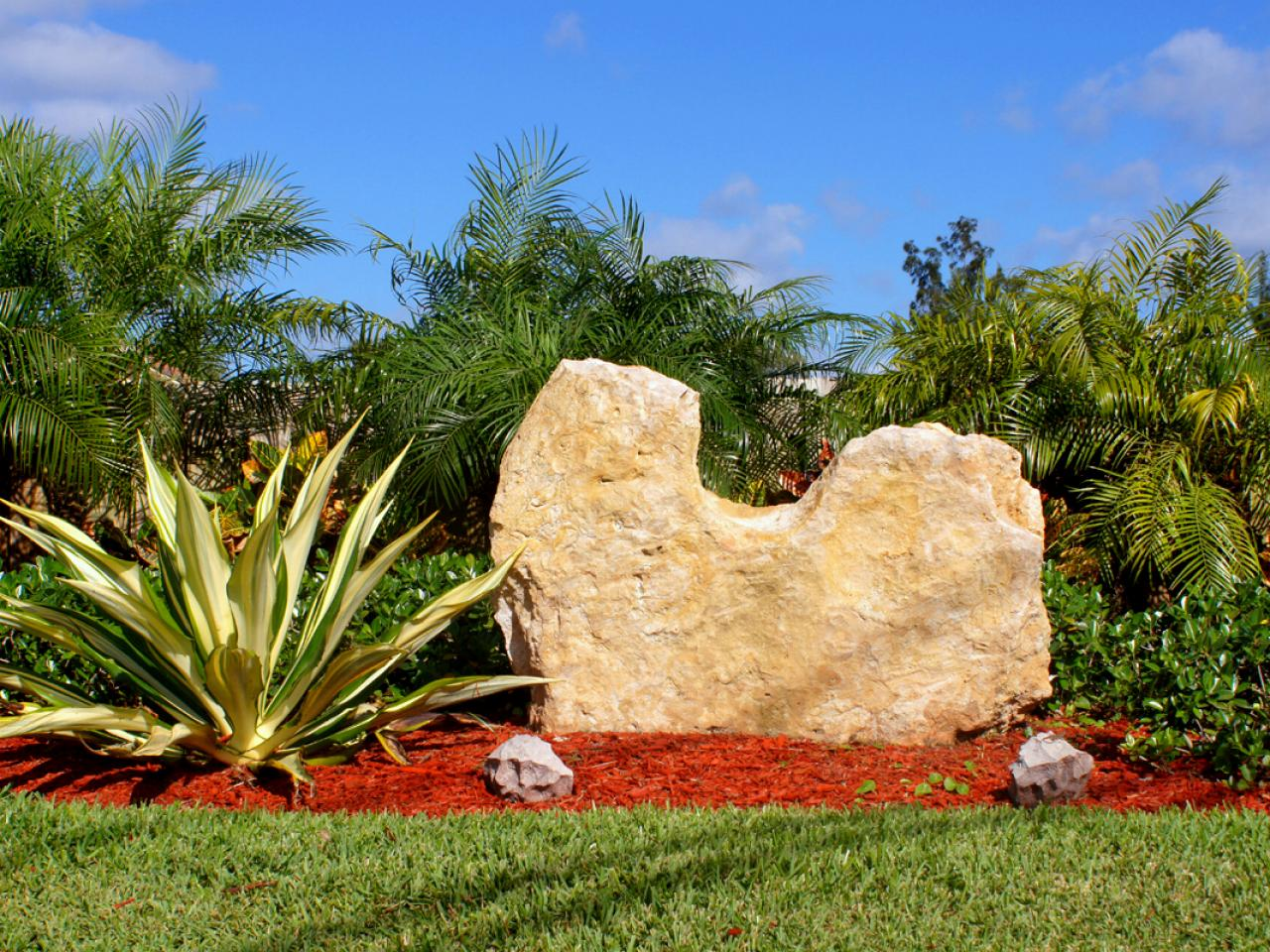 Boulders for large landscape rocks homesfeed for Large bushes for landscaping