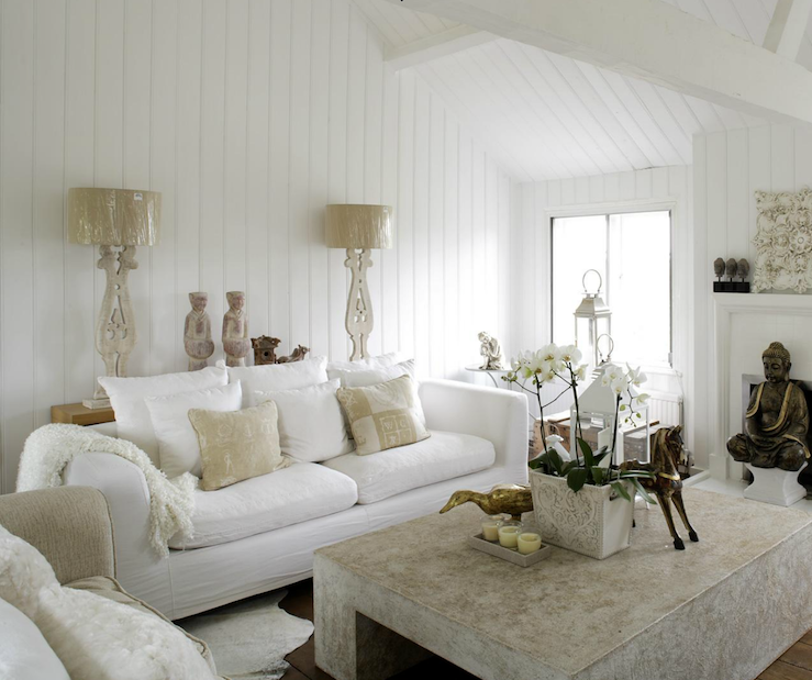 Comfortable white slipcovered sofa that brings - White walls living room ...