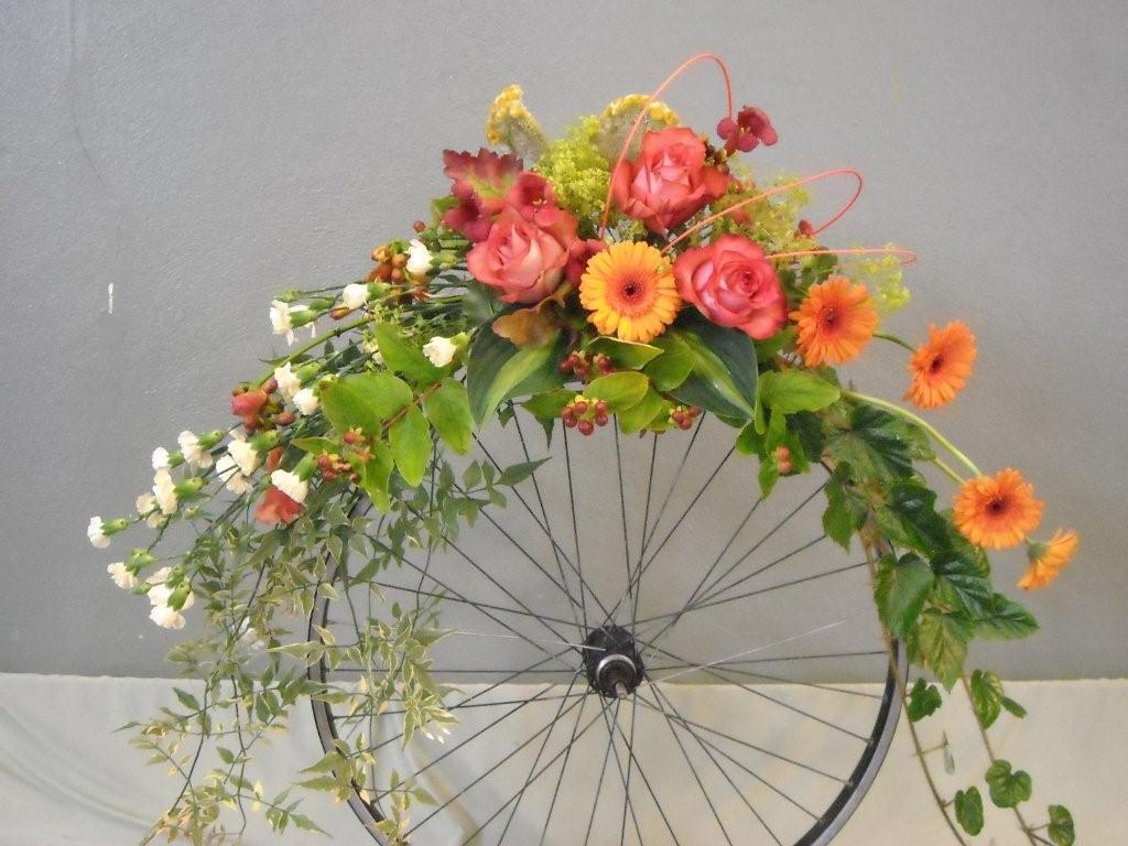 Fresh ideas for unusual flower arrangements homesfeed for A arrangement florist flowers