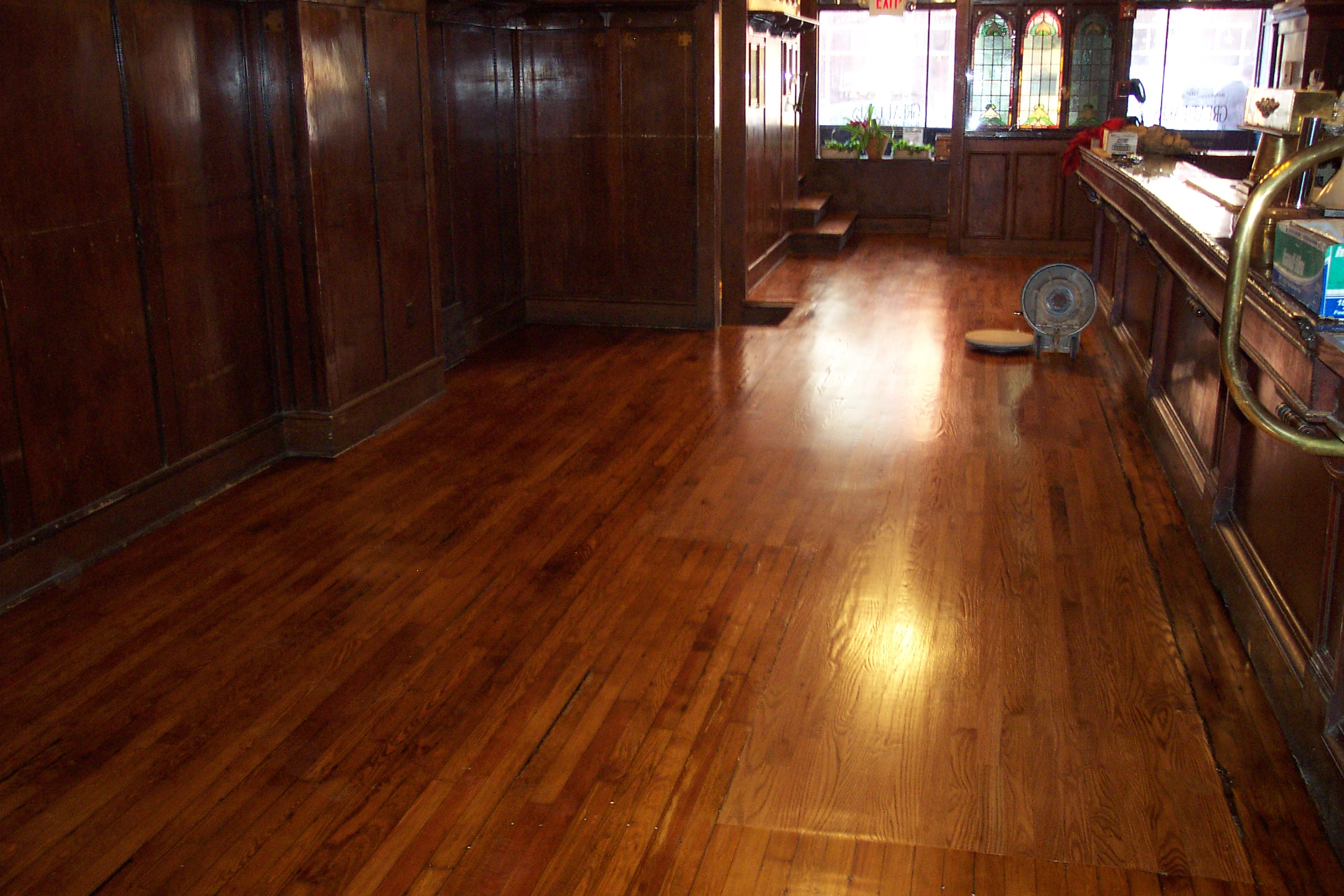 Wood Floor Different Color Design For Kitchen And Bedroom
