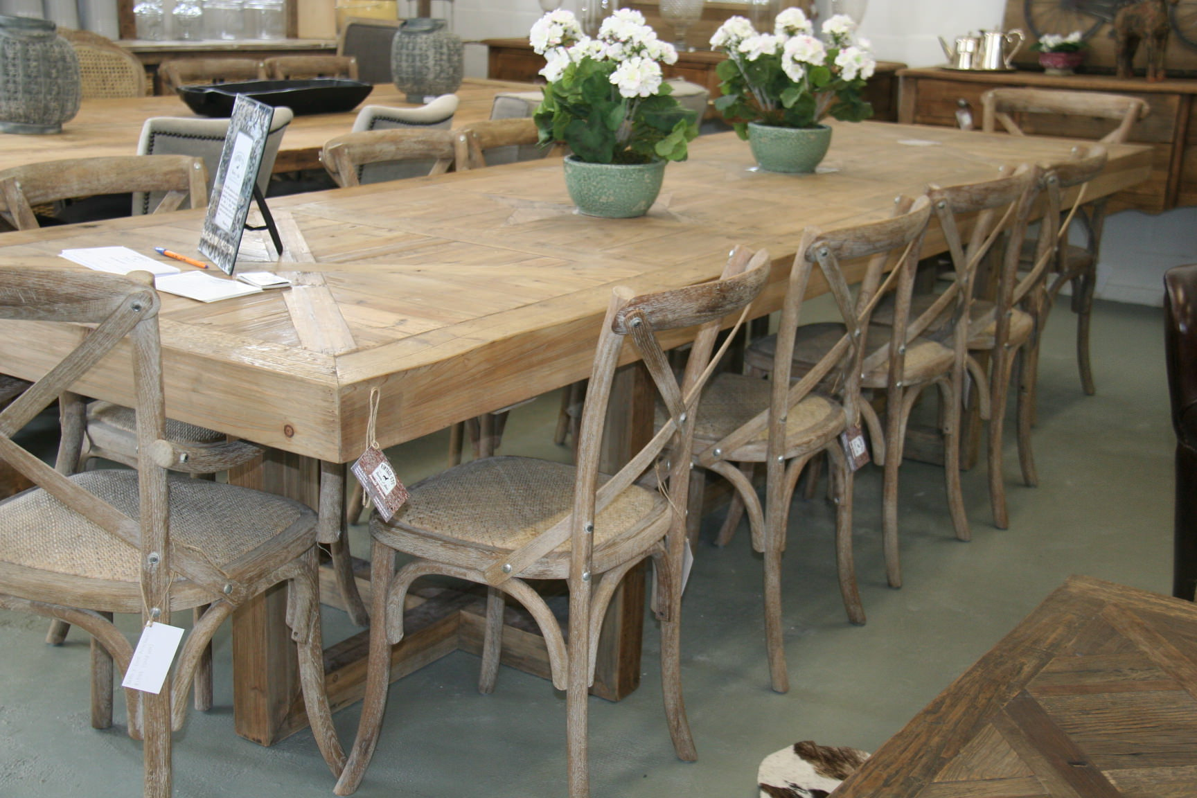Dining Room Table Seats 12 for Big Family | HomesFeed
