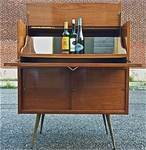 Bar cabinet idea in vintage style