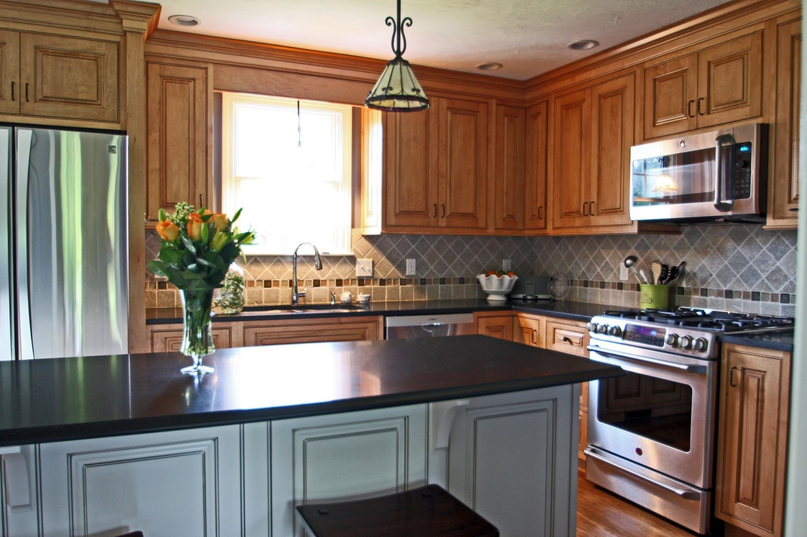Kitchen cabinets clearance kitchen cabinet systems cabinet for Clearance kitchen cabinets
