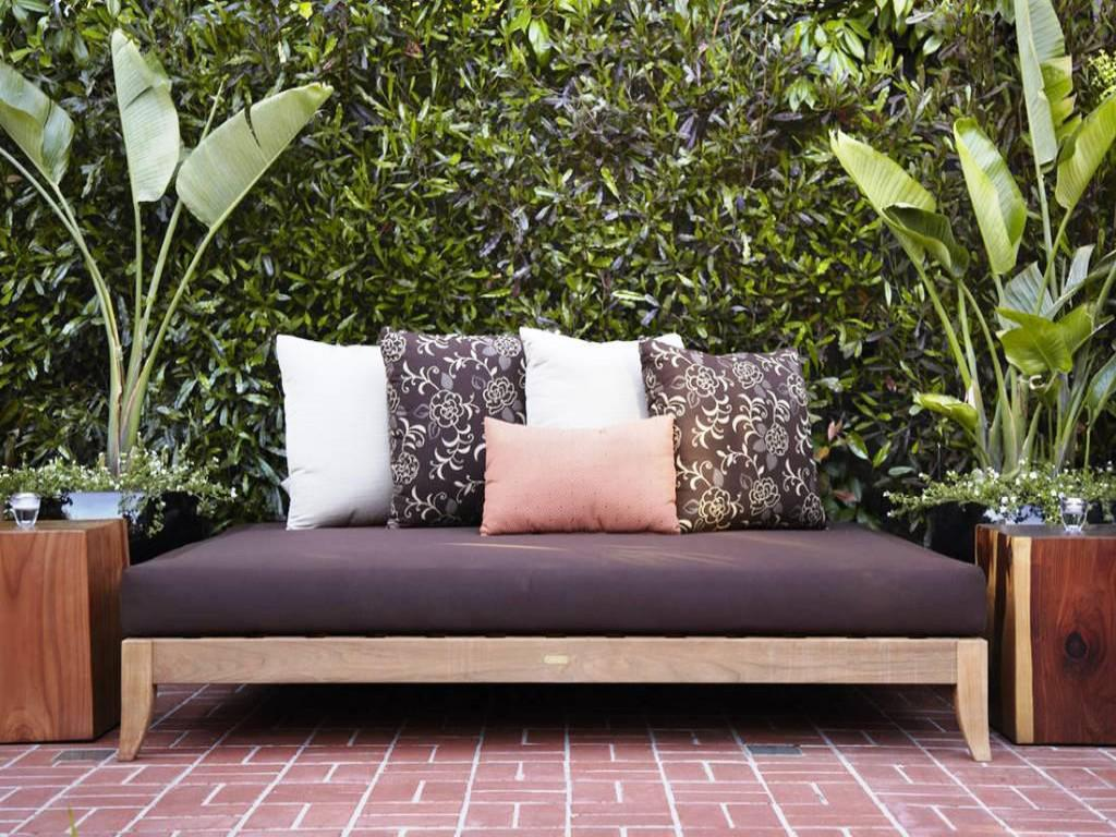 Outdoor daybed mattress style and comfort maker for your for Diy patio bed