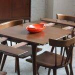 Classic Style And Minimalist Design Of Square Wooden DIning Room Table And 4 Chairs